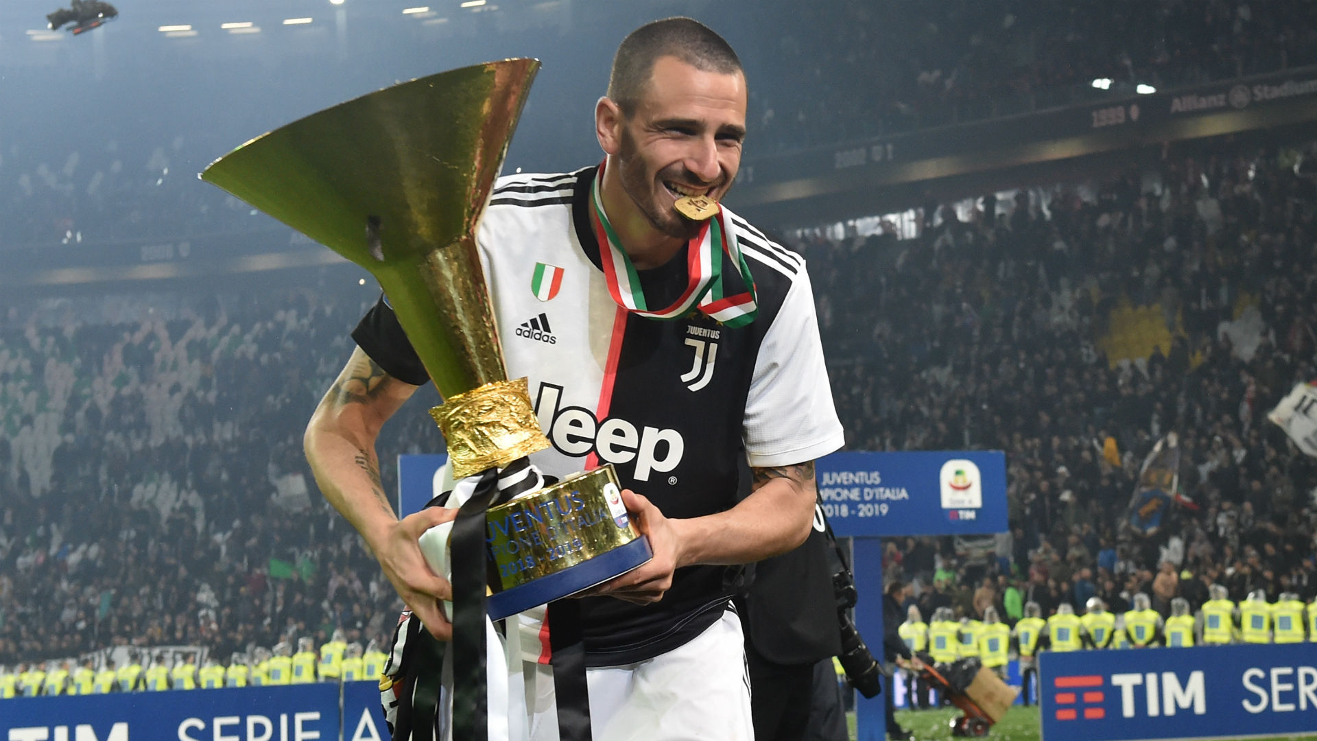 Bonucci renews with Juve