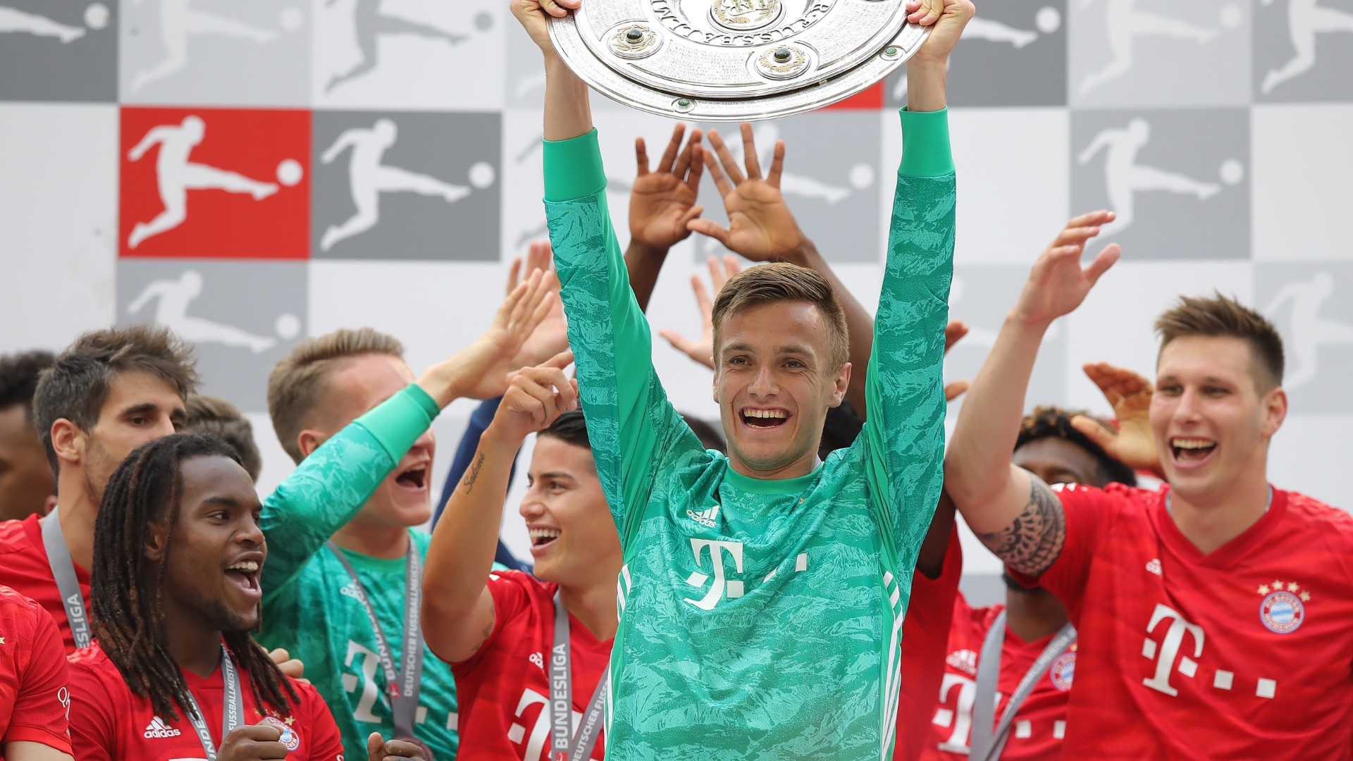 Teenage Bayern goalkeeper Fruchtl signs new contract