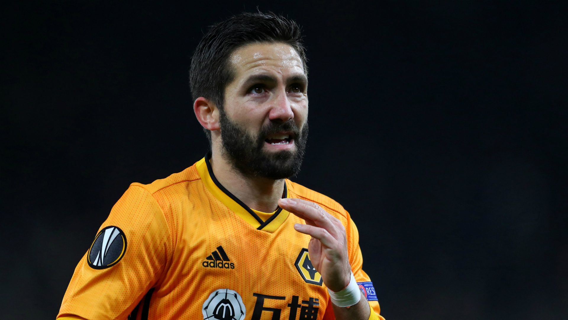 Wolves tie midfield star Moutinho to new deal