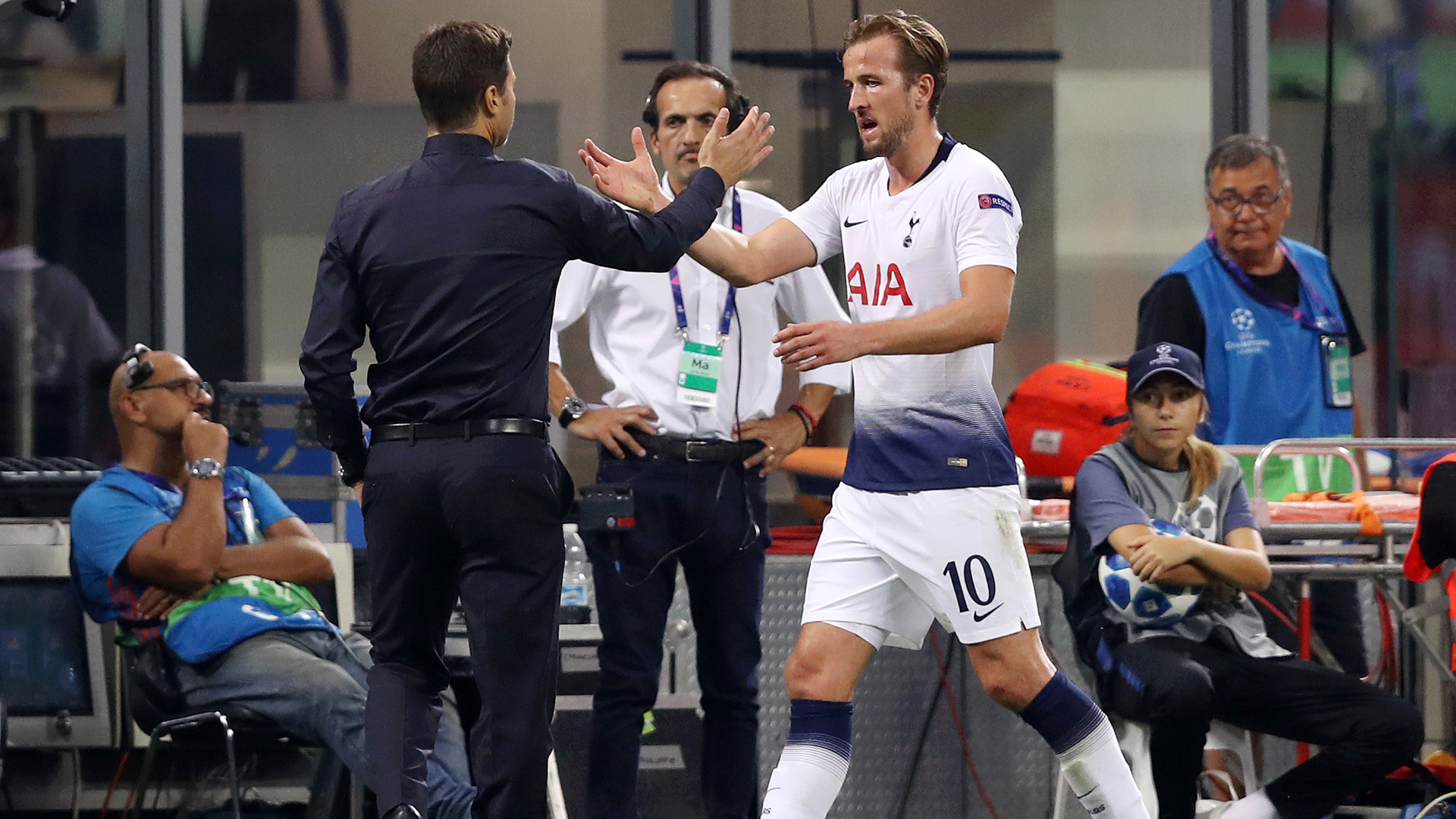 Kane spent hours with Pochettino after manager's Spurs sacking