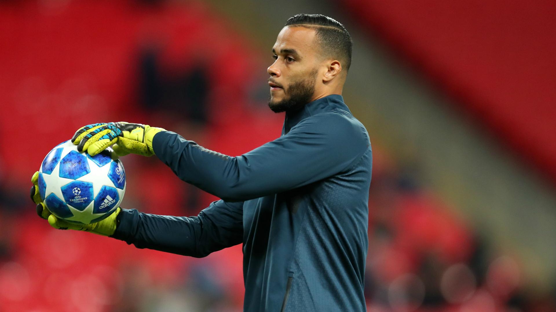Tottenham re-sign Vorm as cover for injured Lloris