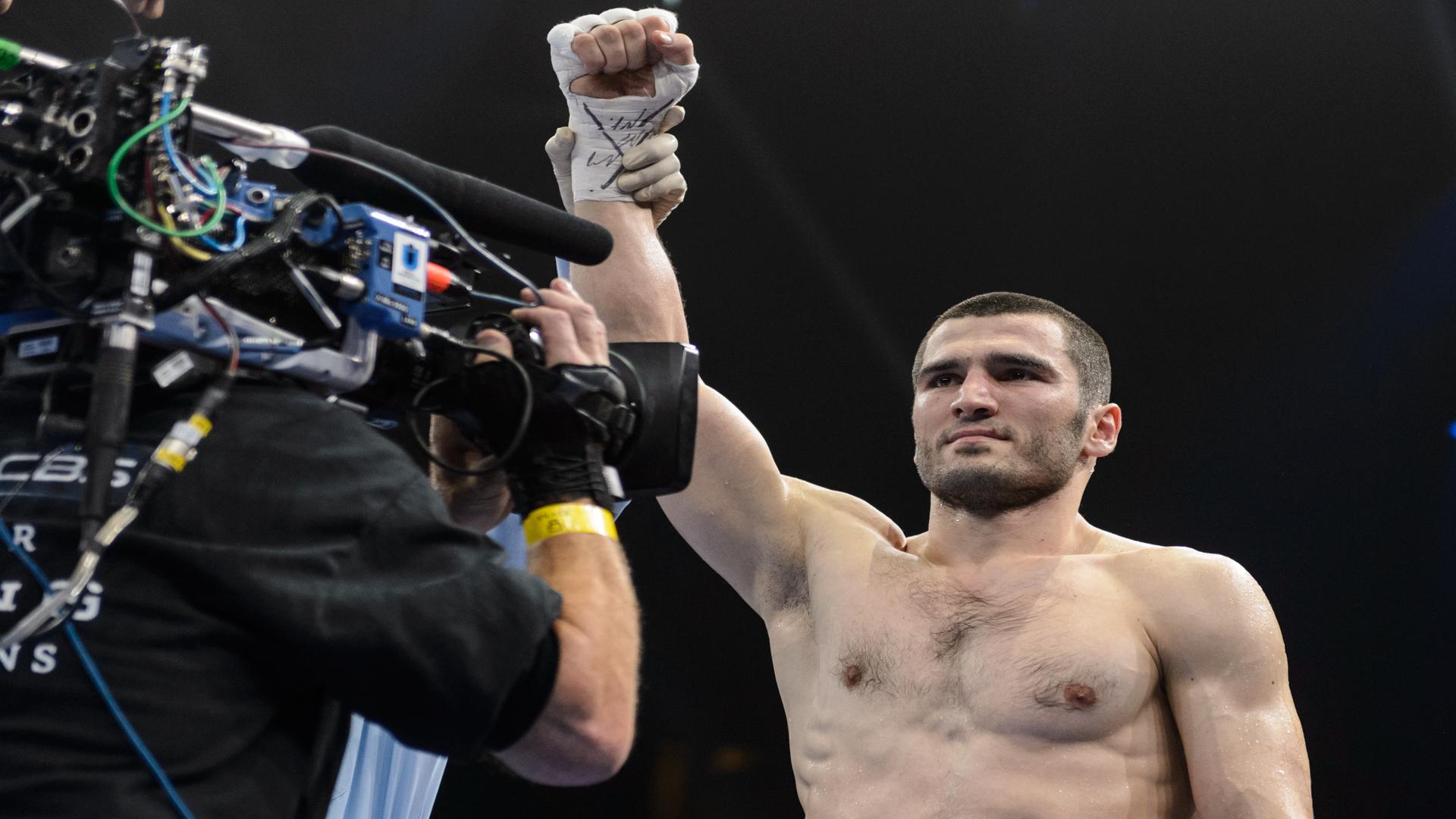 Beterbiev wins lineal, IBF and WBC light heavyweight titles