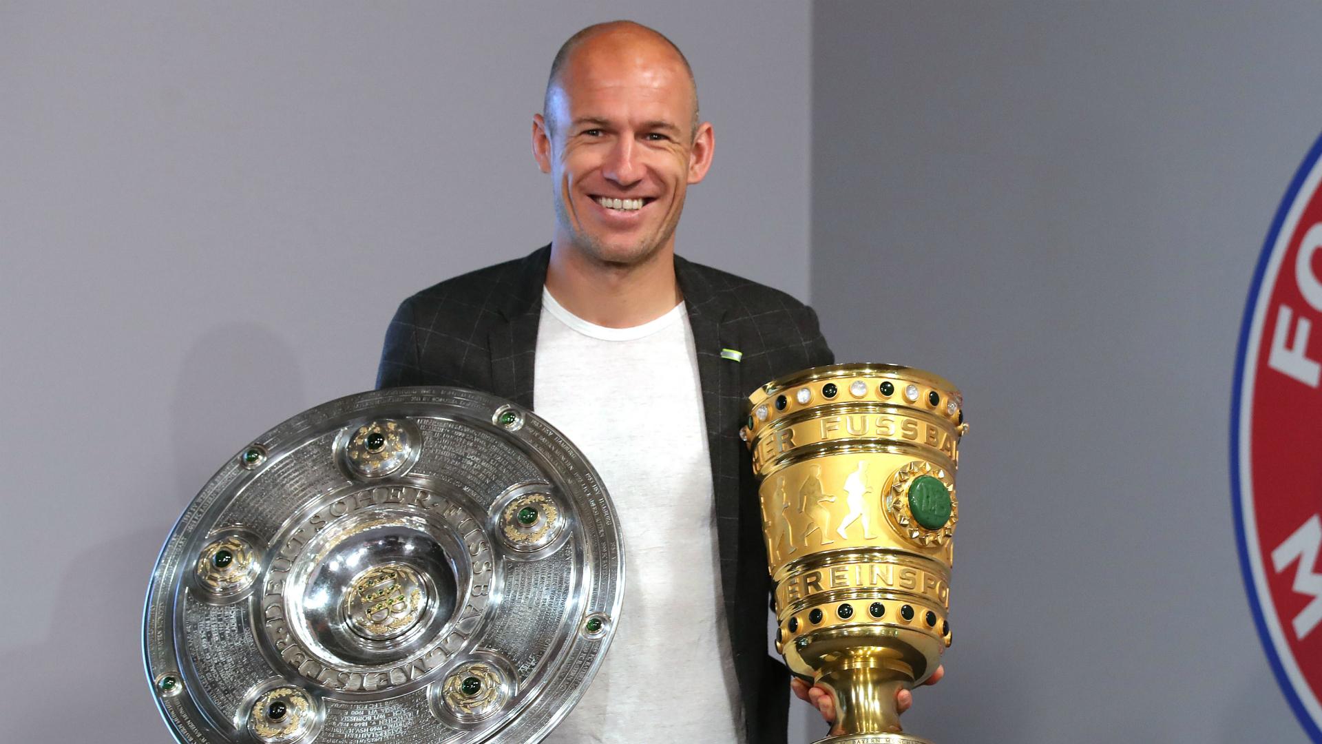 Robben presented with Bayern Munich gift