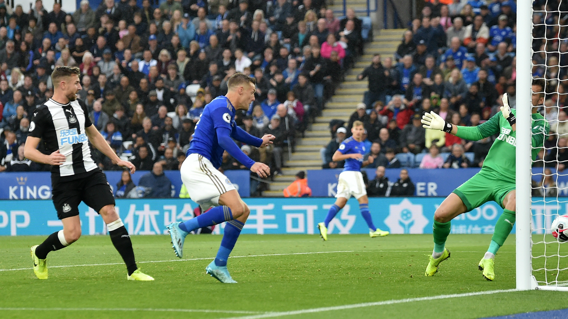 Leicester City 5-0 Newcastle United: Vardy bags brace as Hayden sees red