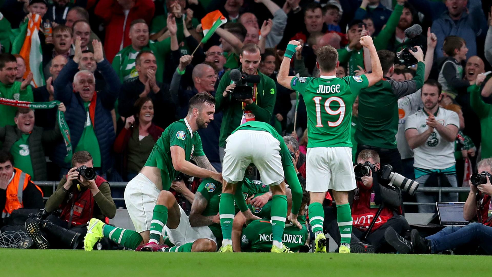 """Résultat de recherche d'images pour """"Ireland 1:1 Switzerland"""""""
