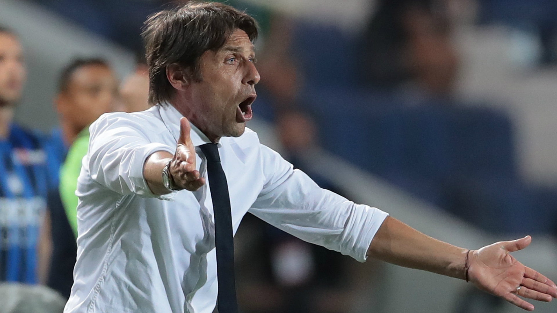Conte hits at out Inter for 'little protection'