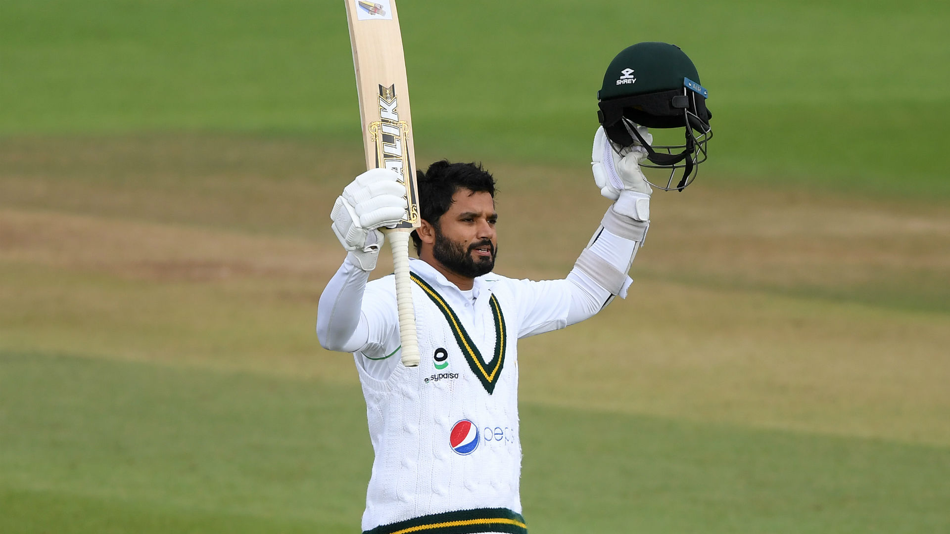 Excellent Azhar battles in vain as England turn the screw