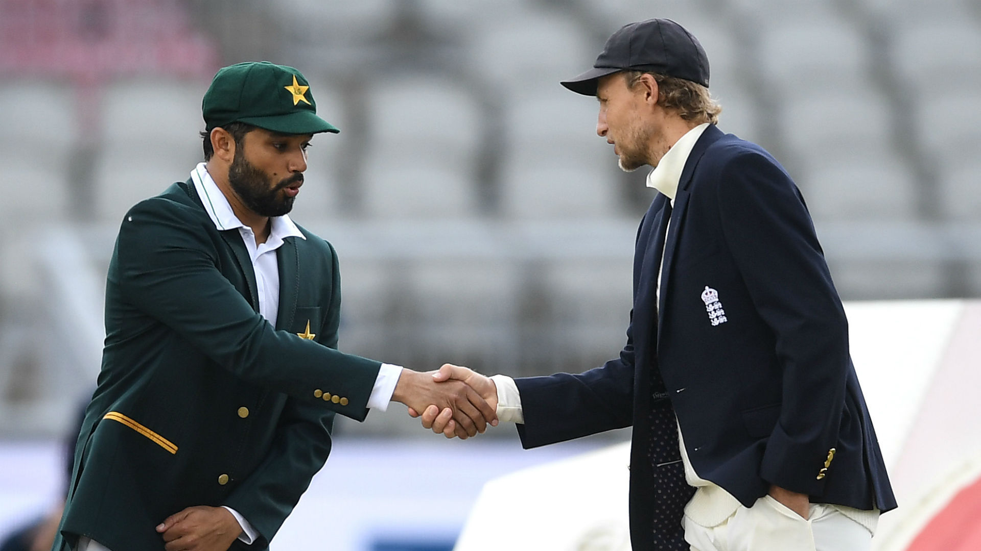 Pakistan pick two leg-spinners and opt to bat, England unchanged