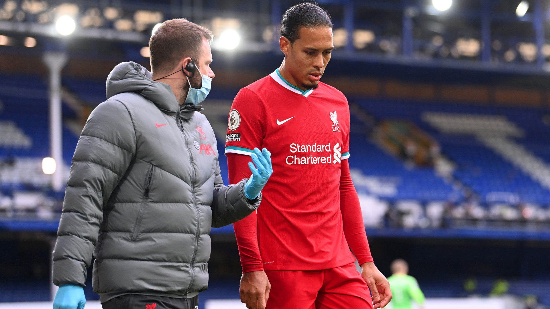 His knee does not look like a knee should – Klopp provides update on Van Dijk's recovery