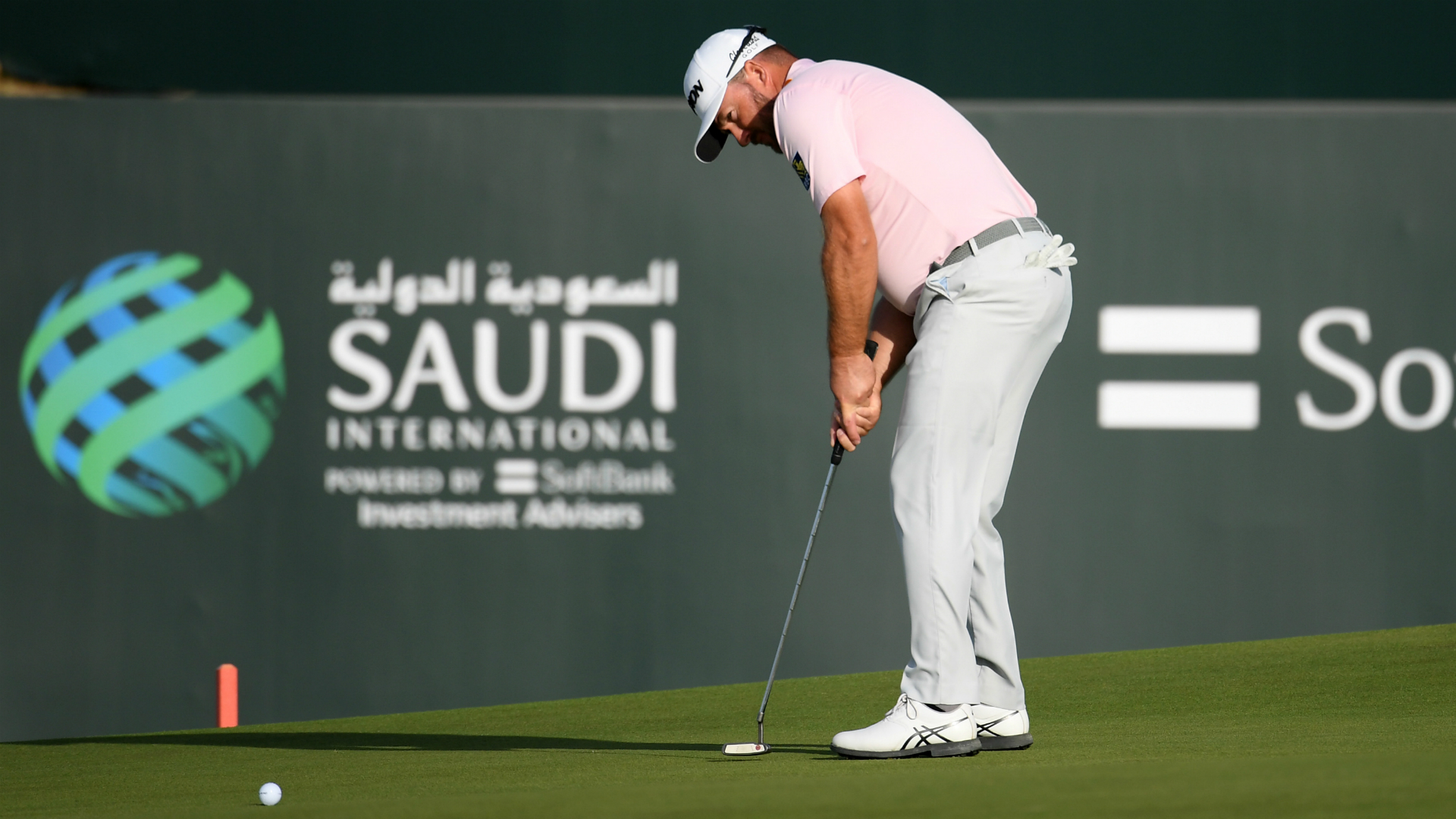 McDowell hits the front in Saudi Arabia as Perez falls away