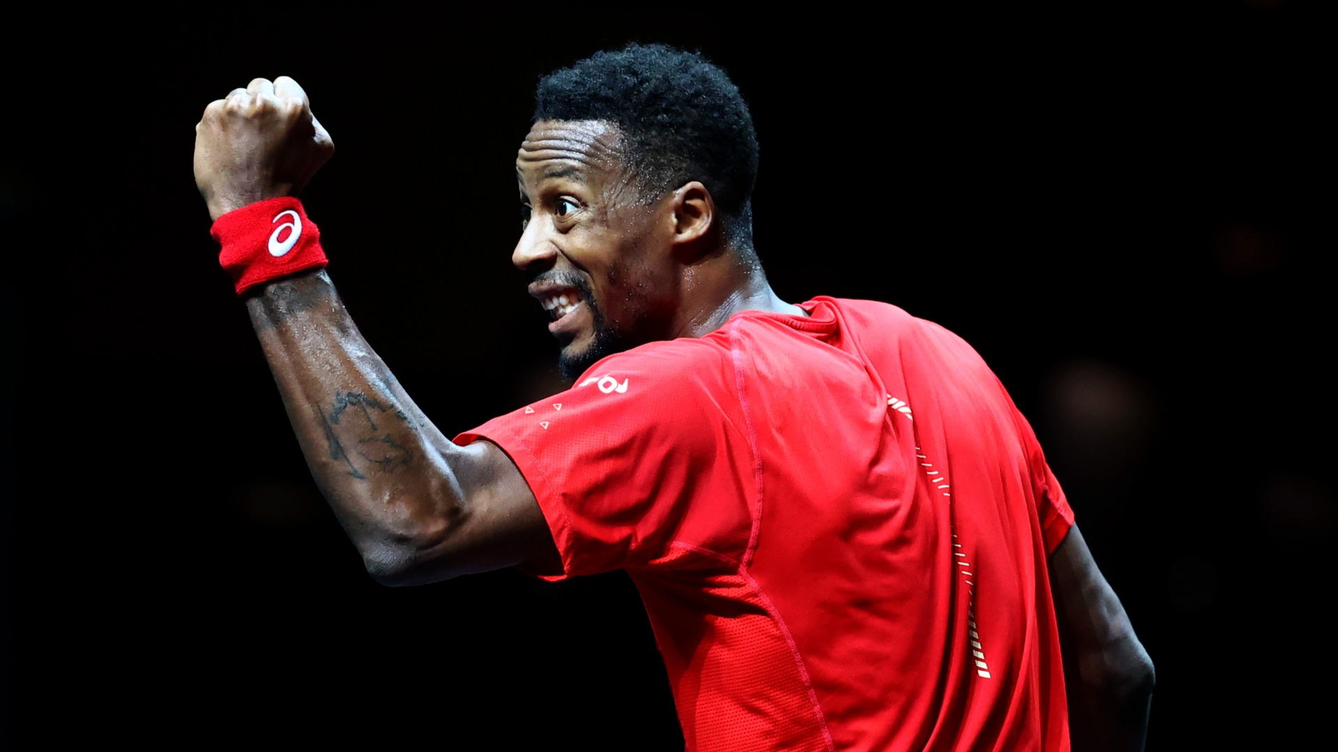 Monfils crushes Auger-Aliassime to retain Rotterdam crown and extend winning run