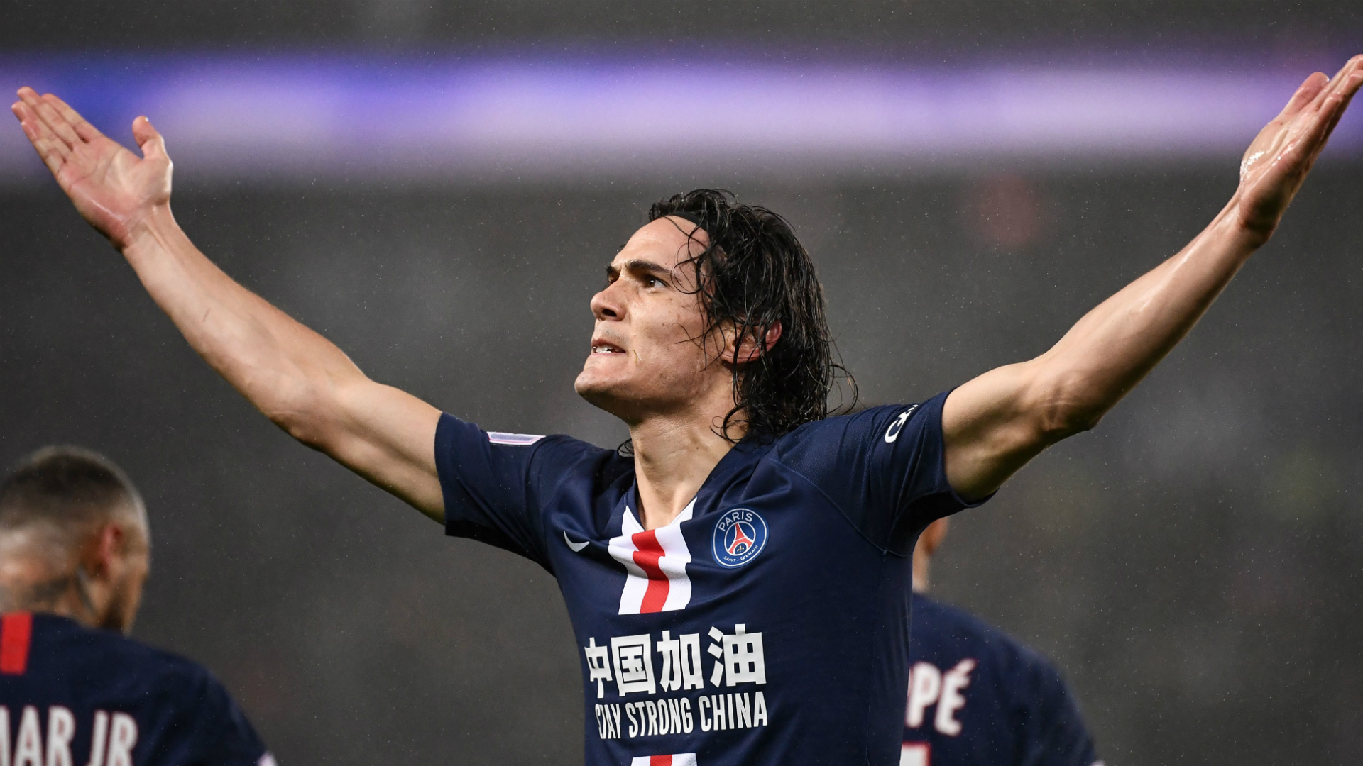Cavani scores 200th goal for PSG