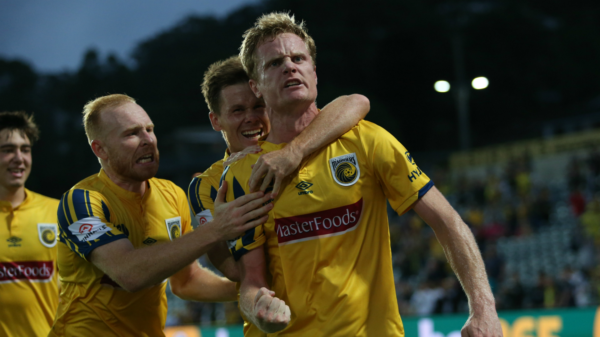 Central Coast Mariners 3-2 Melbourne Victory: Simon hits 100th-minute winner after double spot-kick drama