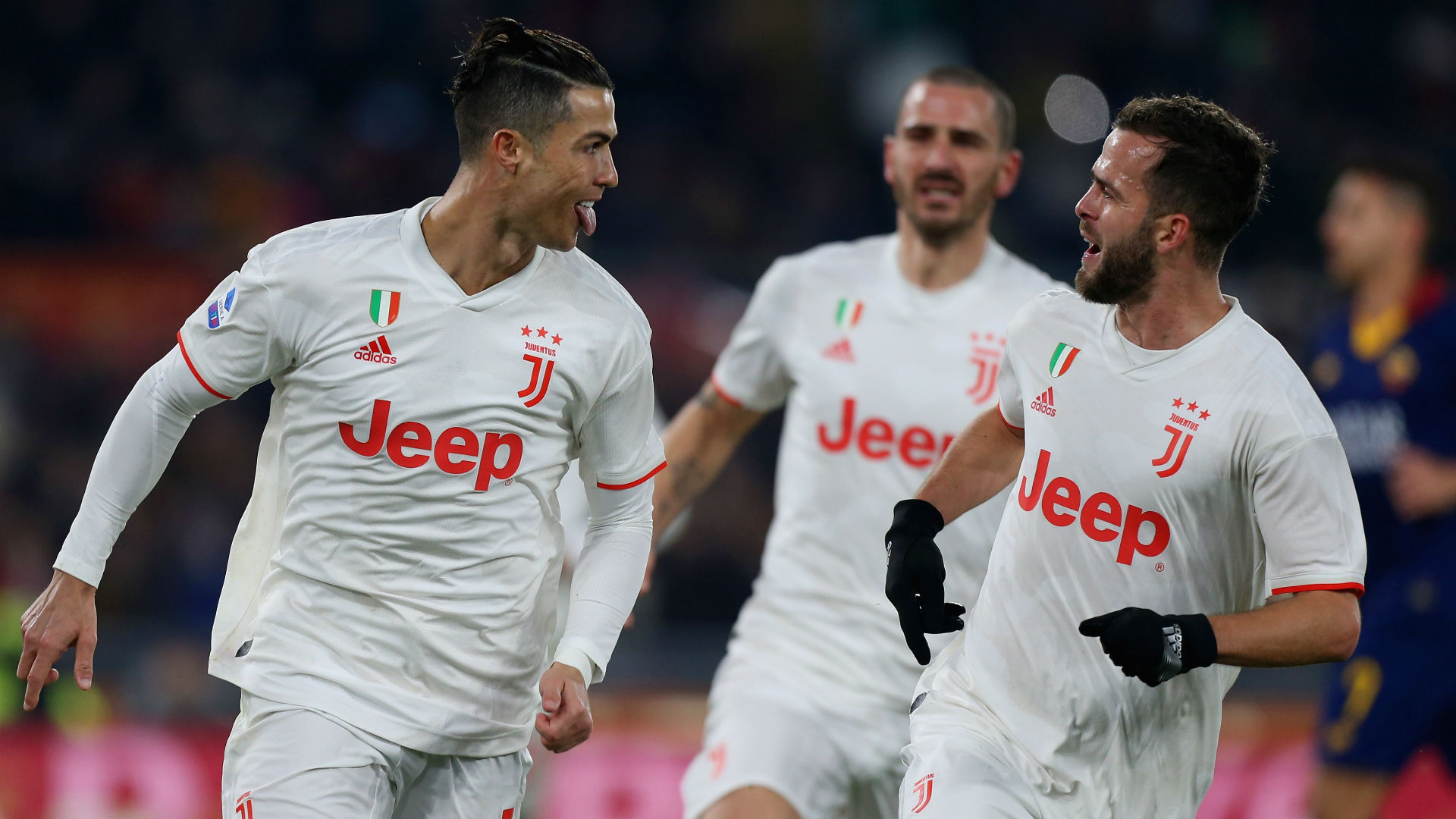 Roma 1-2 Juventus: Two early goals see Bianconeri go top