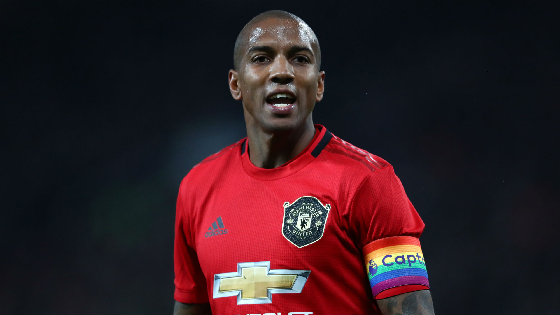 Young completes switch from Man Utd to Inter