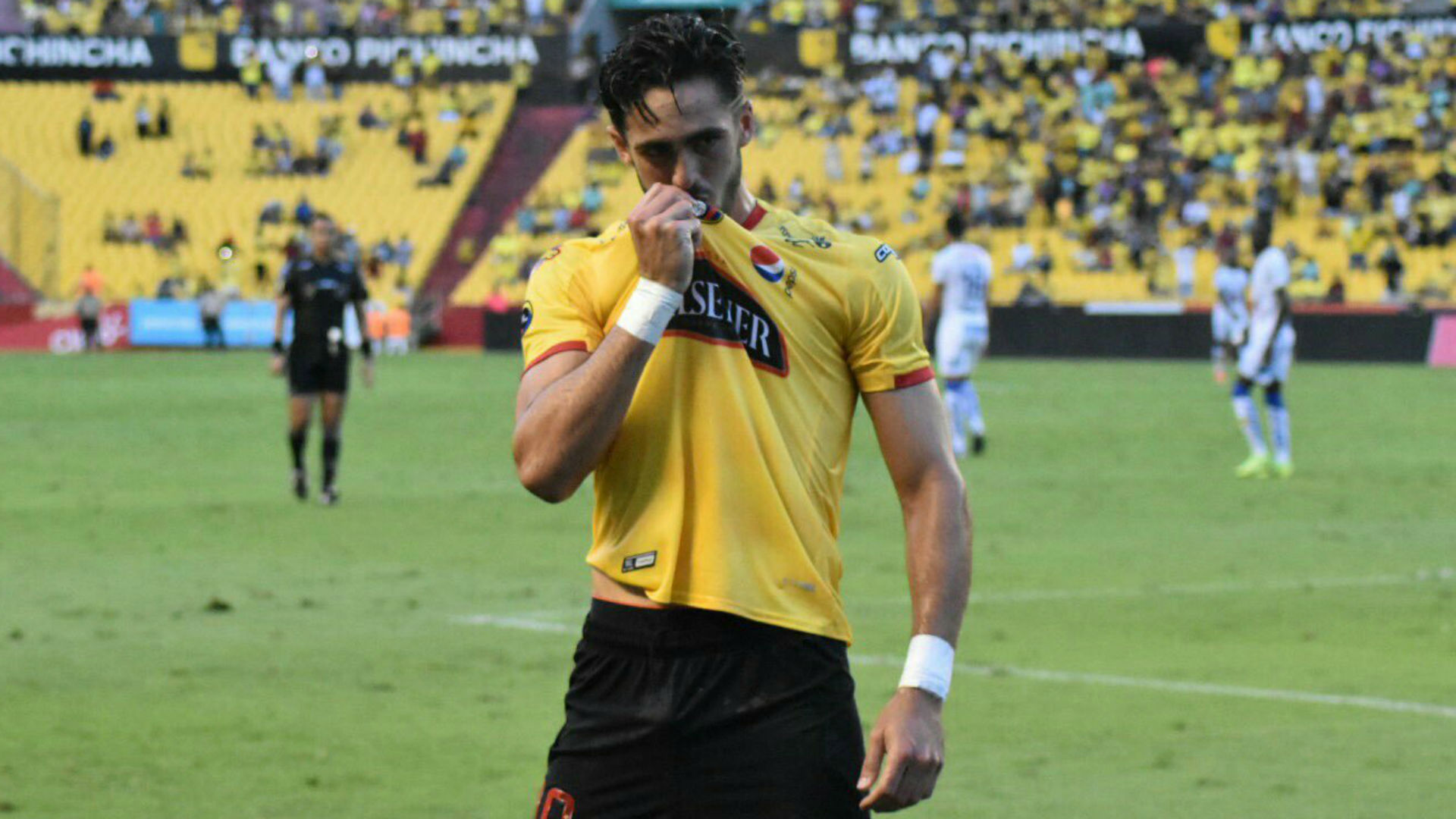 Wolves snap up Ecuadorian talent Campana as Mendes link pays off again