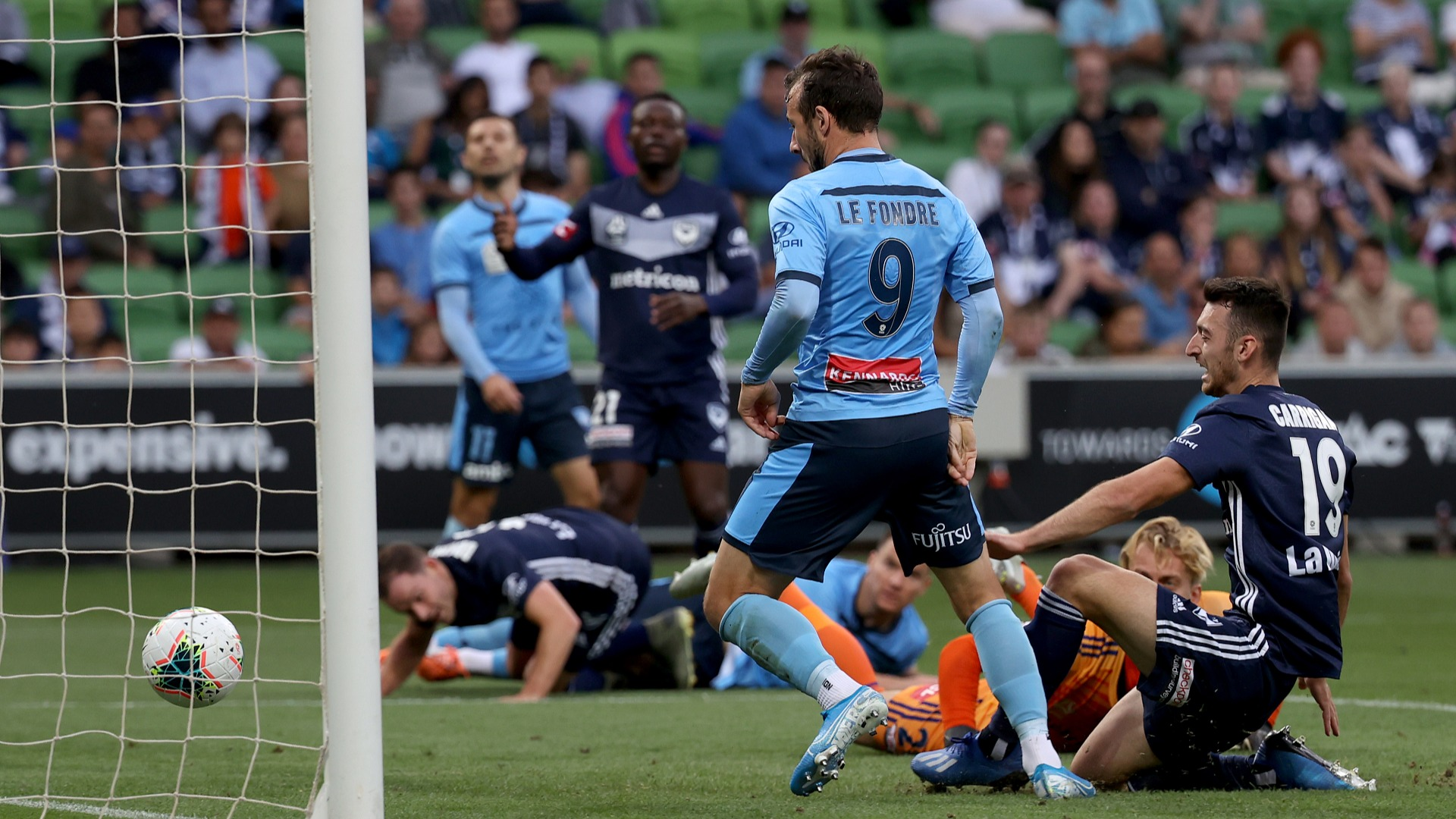 A-League: Le Fondre on target as leaders Sydney win again