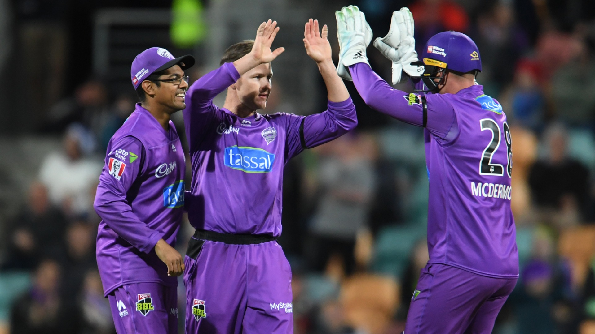 Short's maiden five-wicket haul moves Hurricanes up to fifth