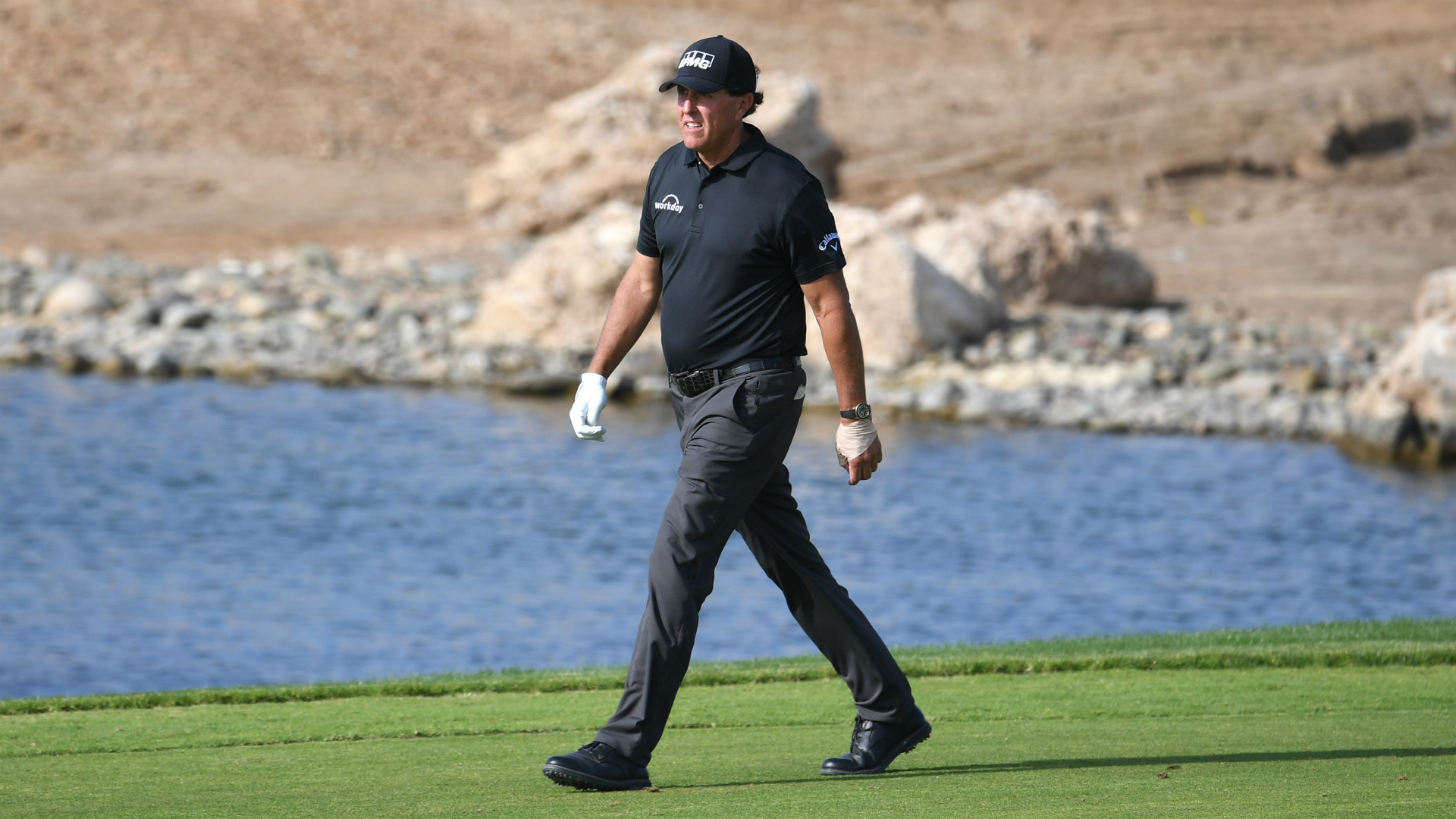 Birdie flurry puts Mickelson in Saudi contention
