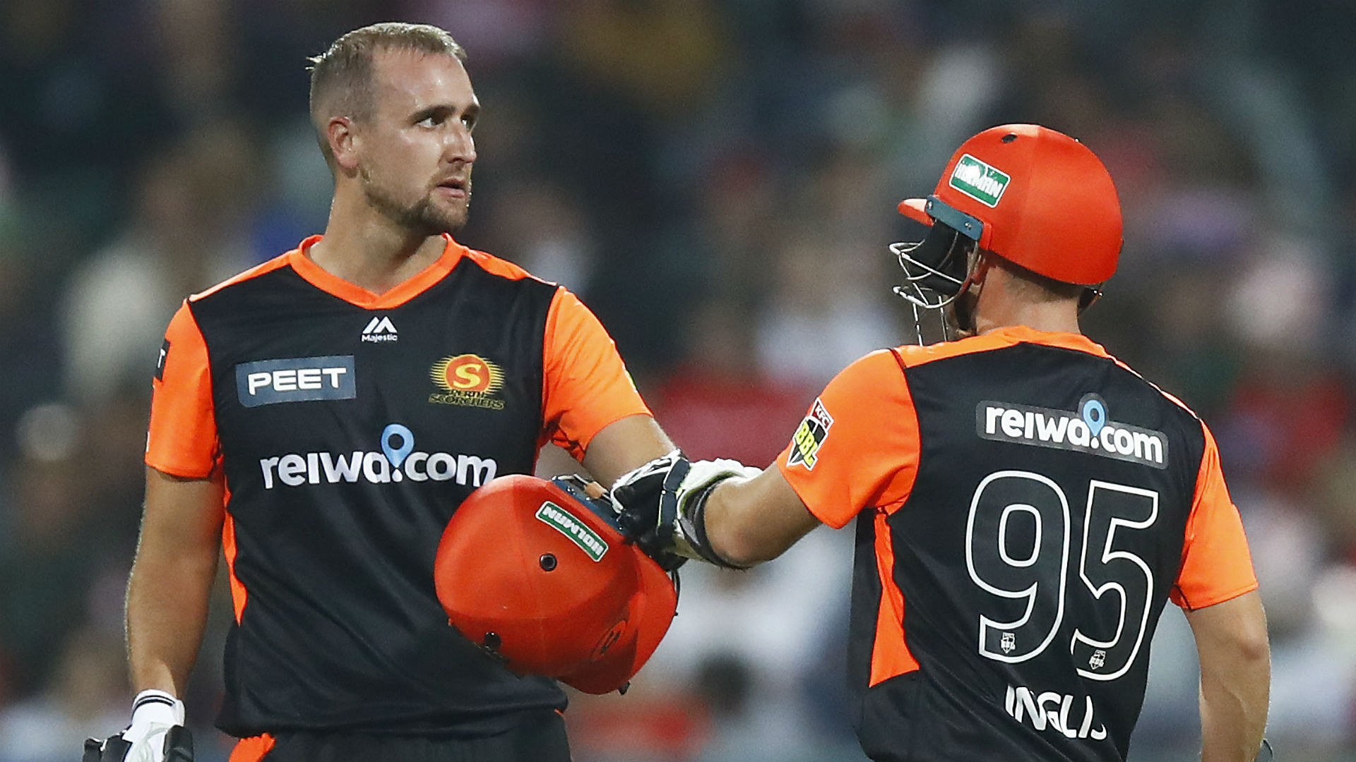 Renegades remain winless as Inglis and Livingstone shine in Scorchers success