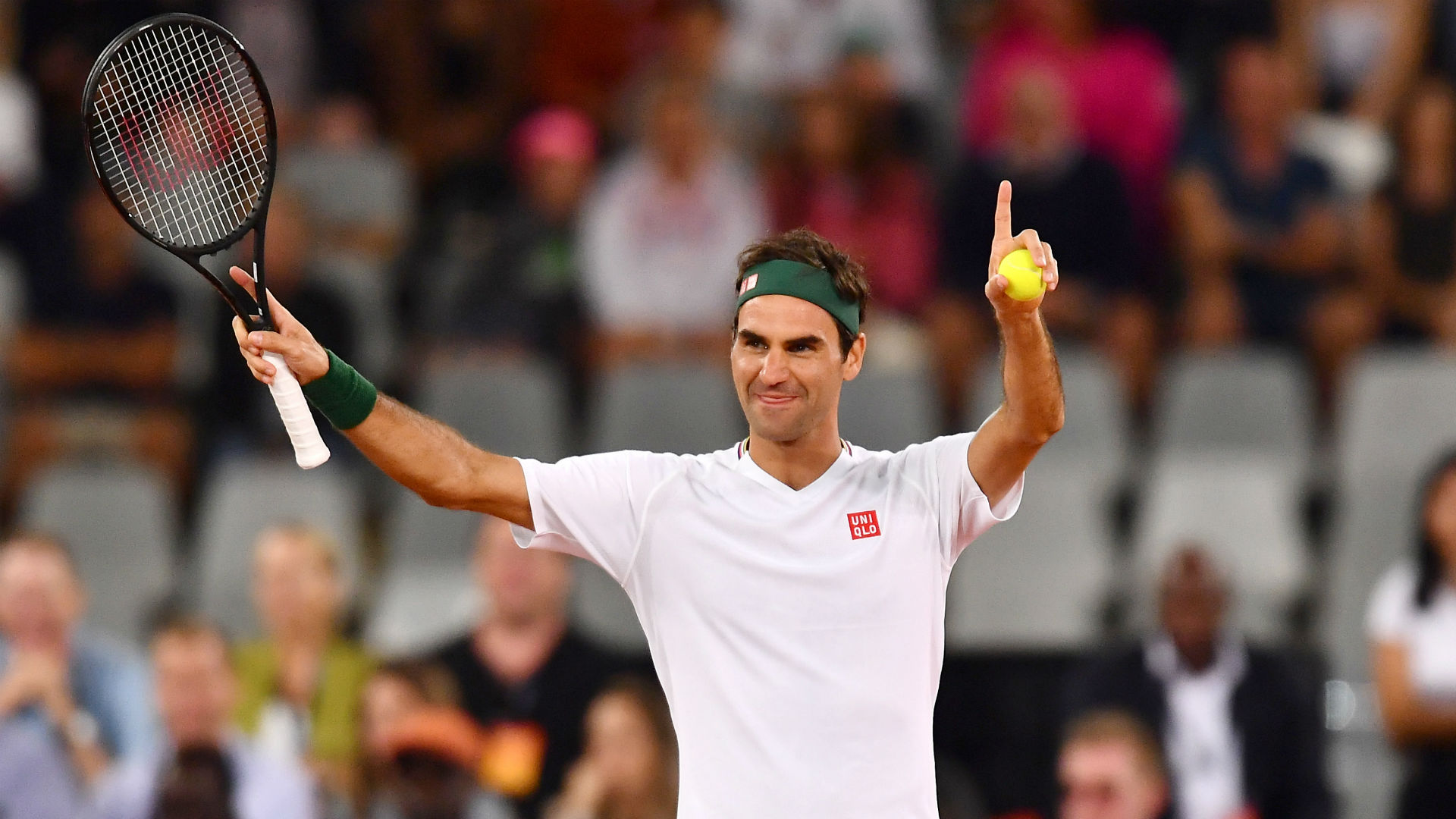 Roger Federer observes social distancing with trick shots in the snow