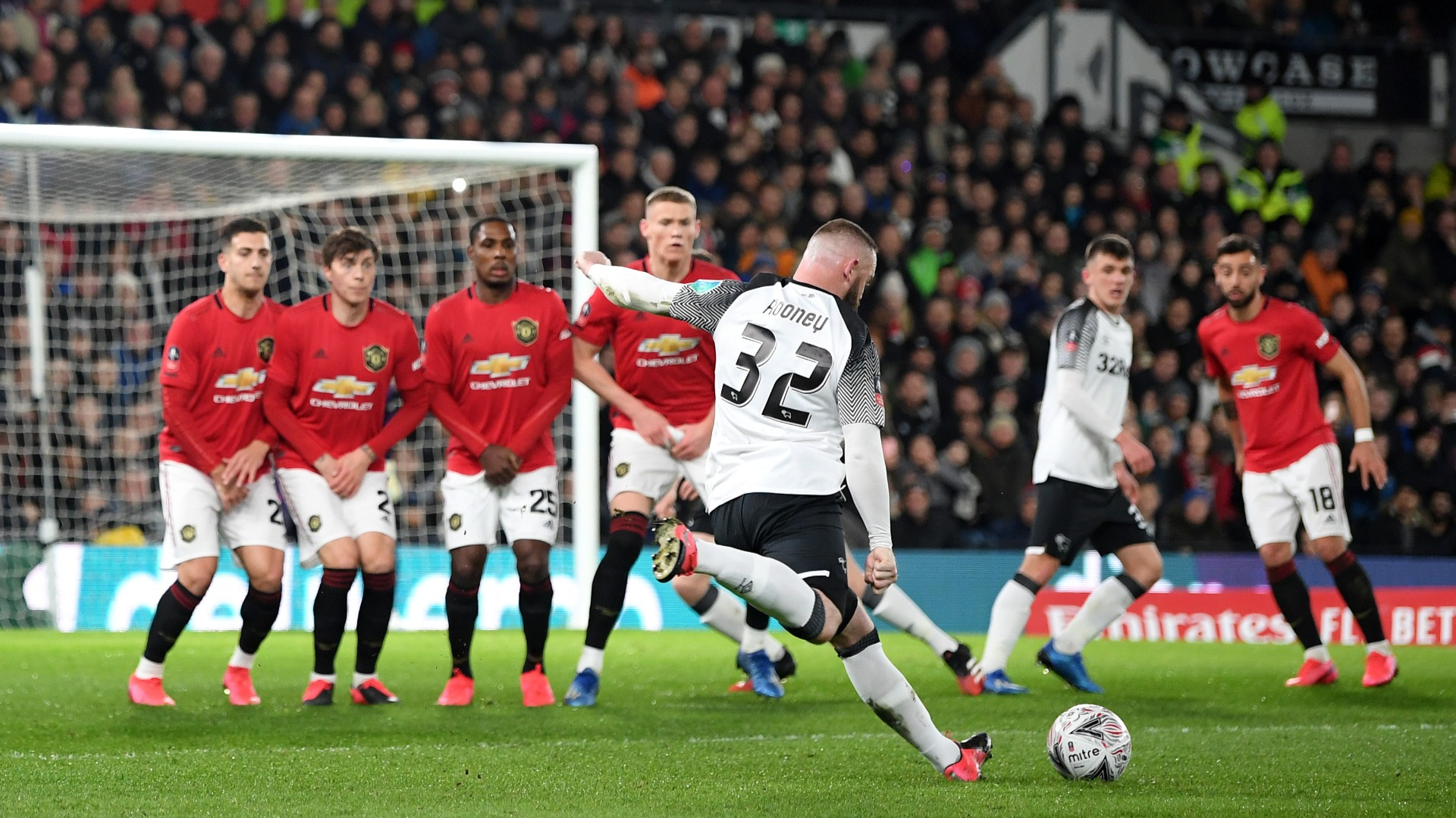 Rooney hopes teenage team-mates can learn from Man Utd defeat