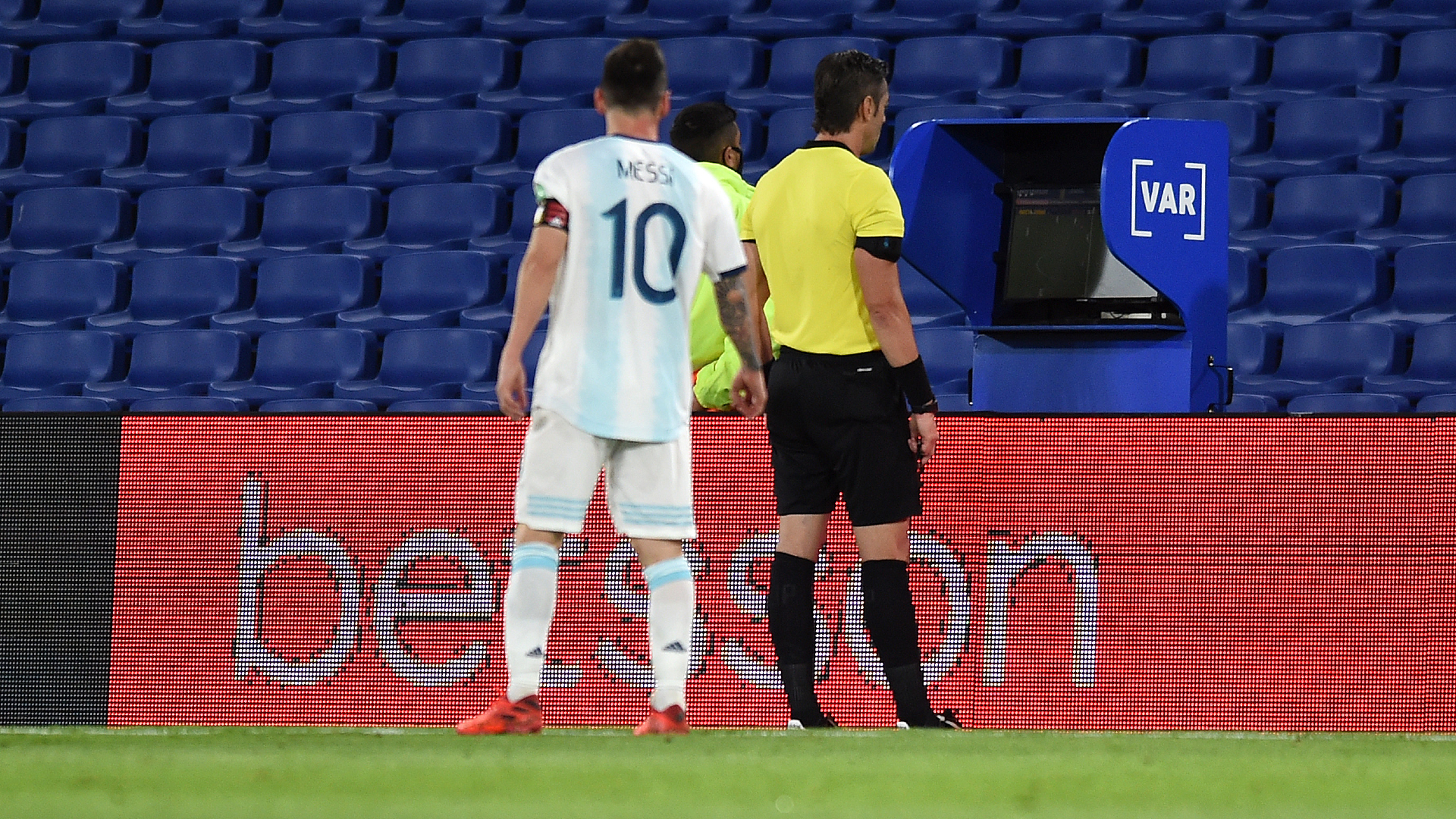 Scaloni calls for VAR consistency after Messi denied Argentina winner
