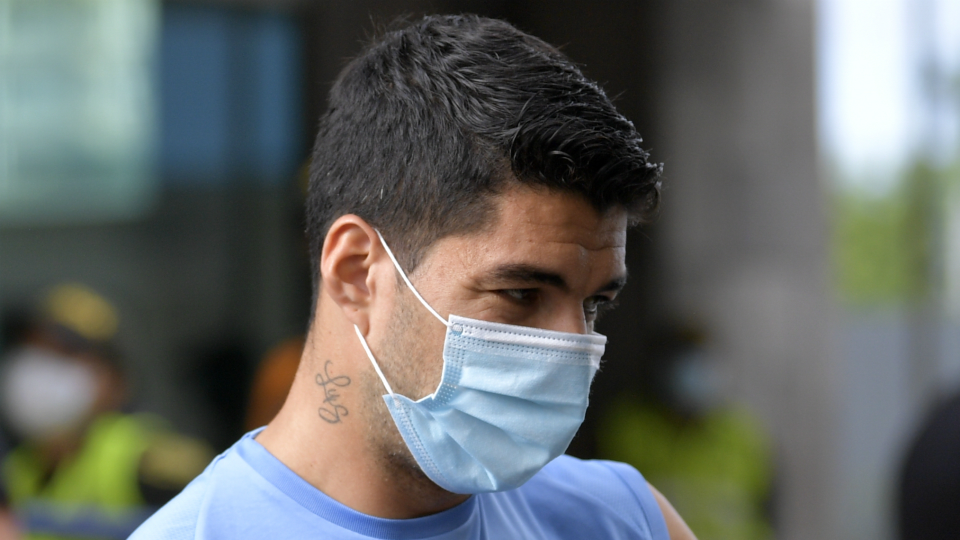 Suarez set to miss Barcelona reunion after testing positive for coronavirus