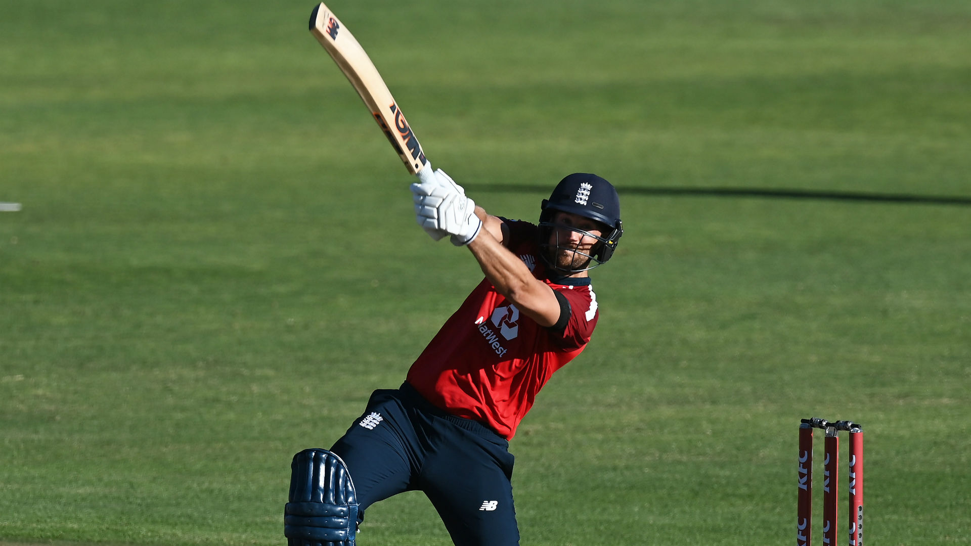Malan paces chase to perfection as England clinch T20 series