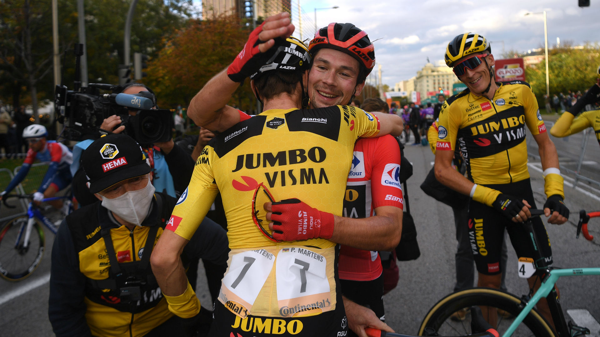 Vuelta a Espana: Roglic clinches second successive red jersey