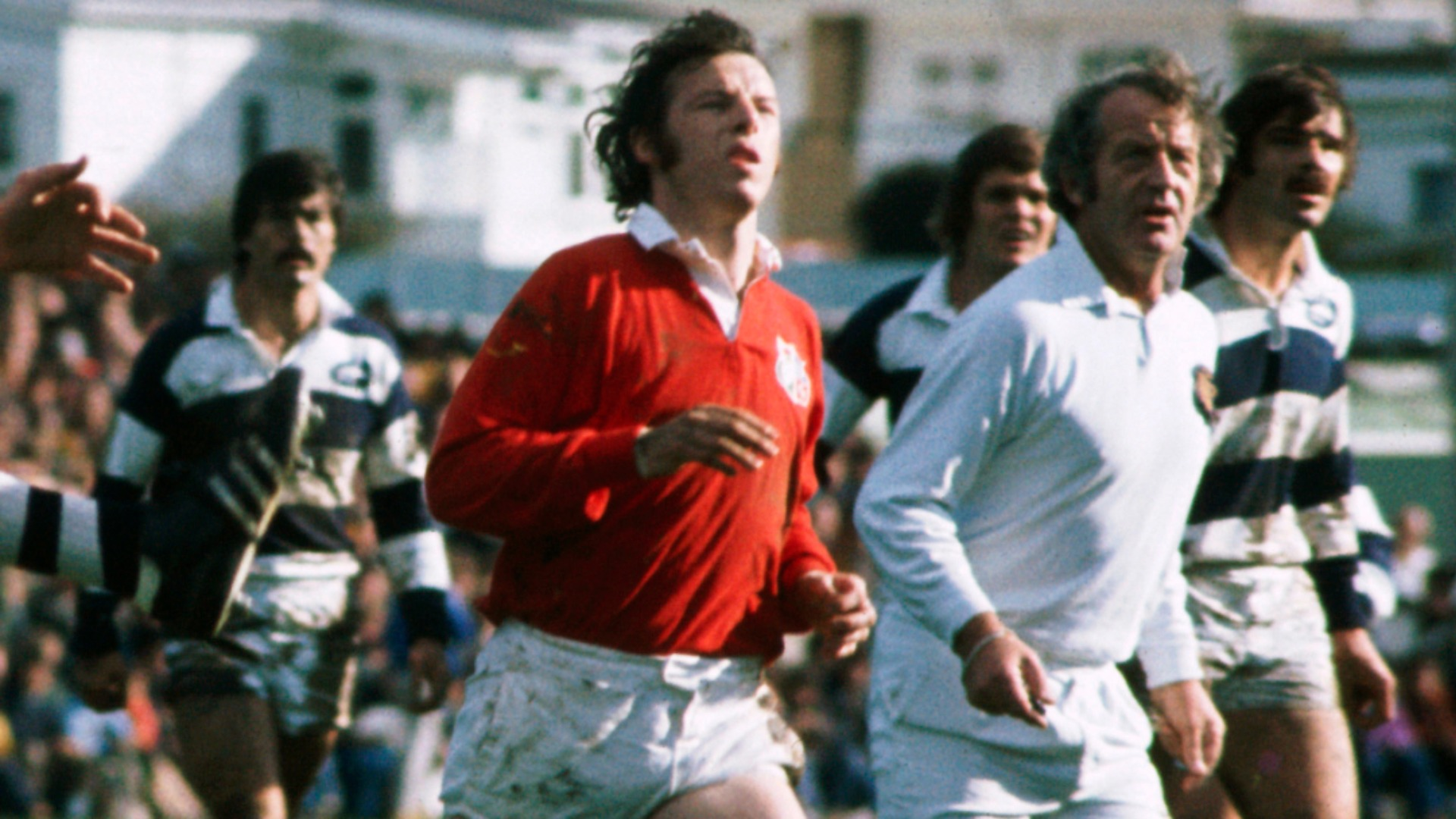 Wales and Lions great JJ Williams dies aged 72