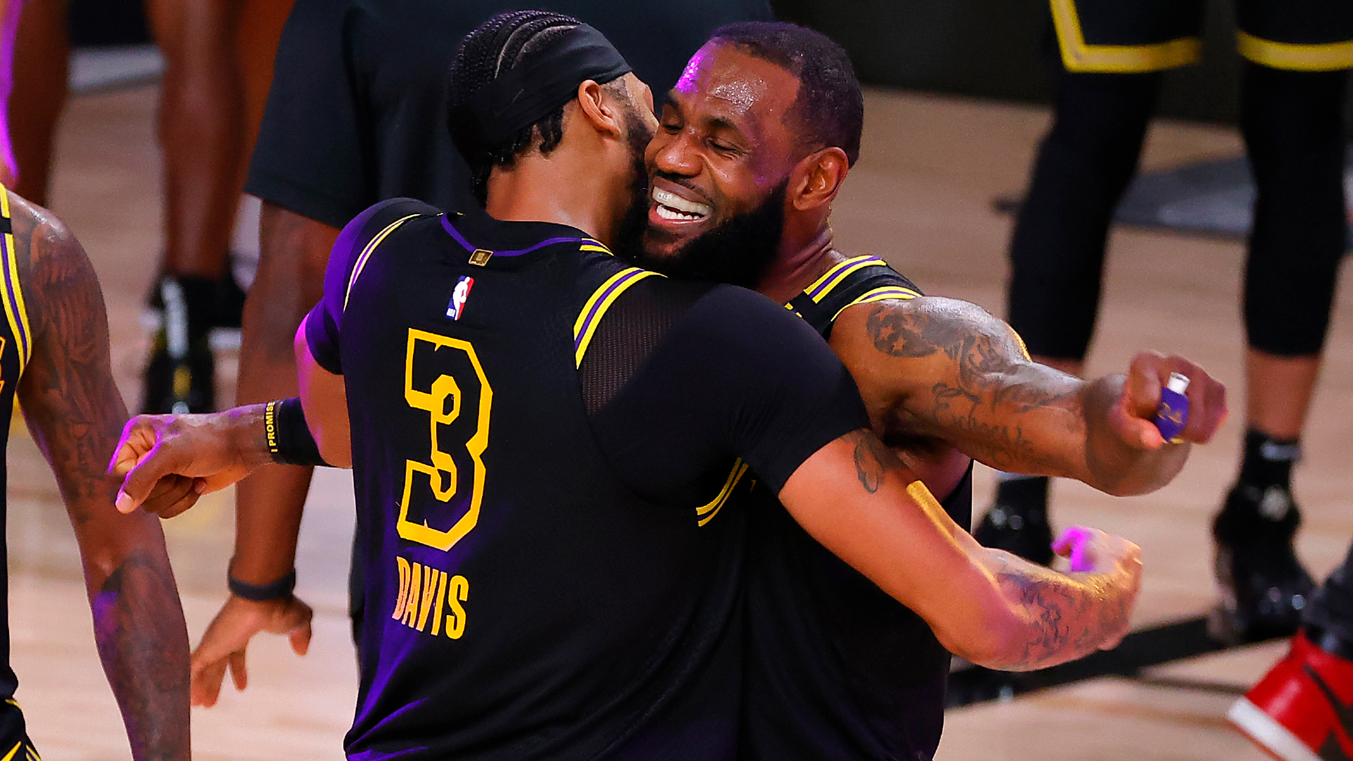 LeBron praises Davis' belief after Lakers star delivers game-winner