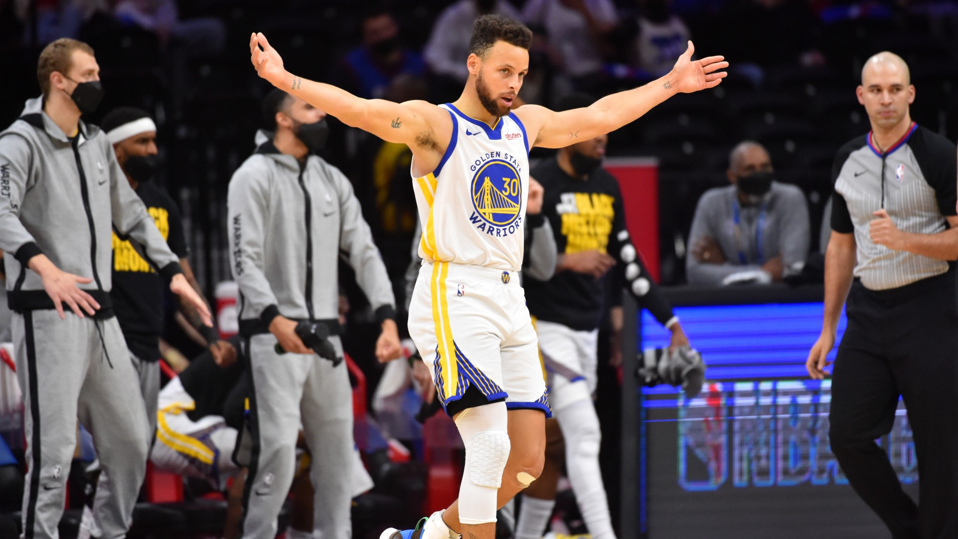 Curry drops 49 on 76ers in record-breaking display and Jokic fuels Nuggets with 47 as Suns stay hot