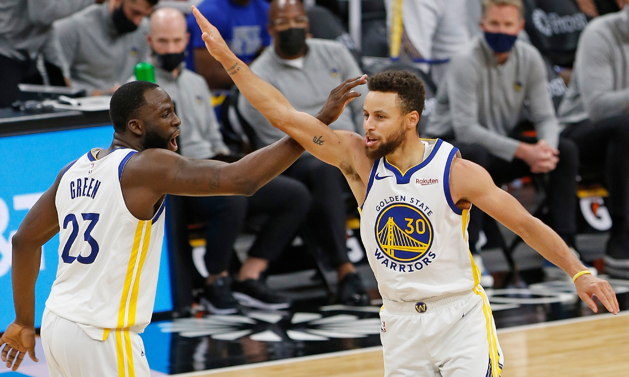 Curry keeps up red-hot streak as Warriors scorch Spurs, Embiid fires 76ers past Kings
