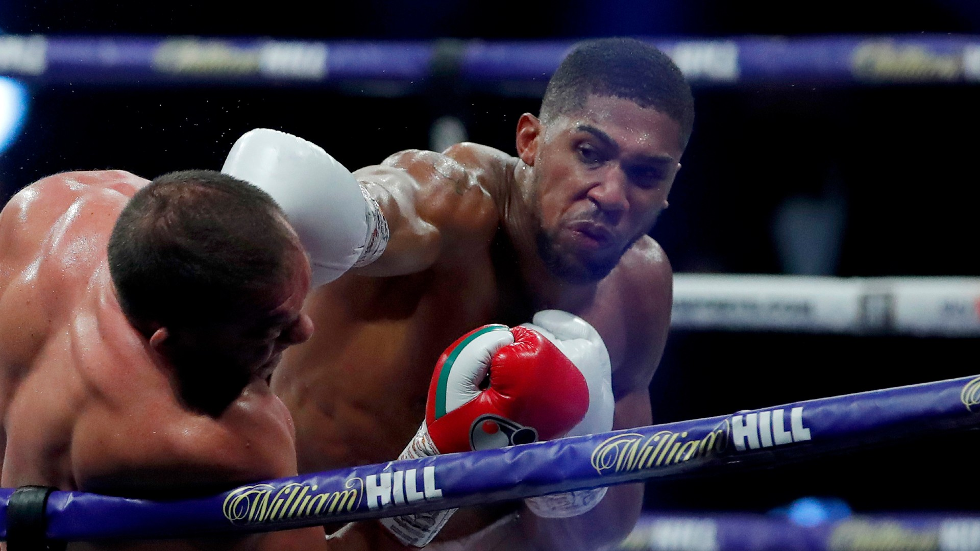 Joshua tells Fury to 'come and find the boss'