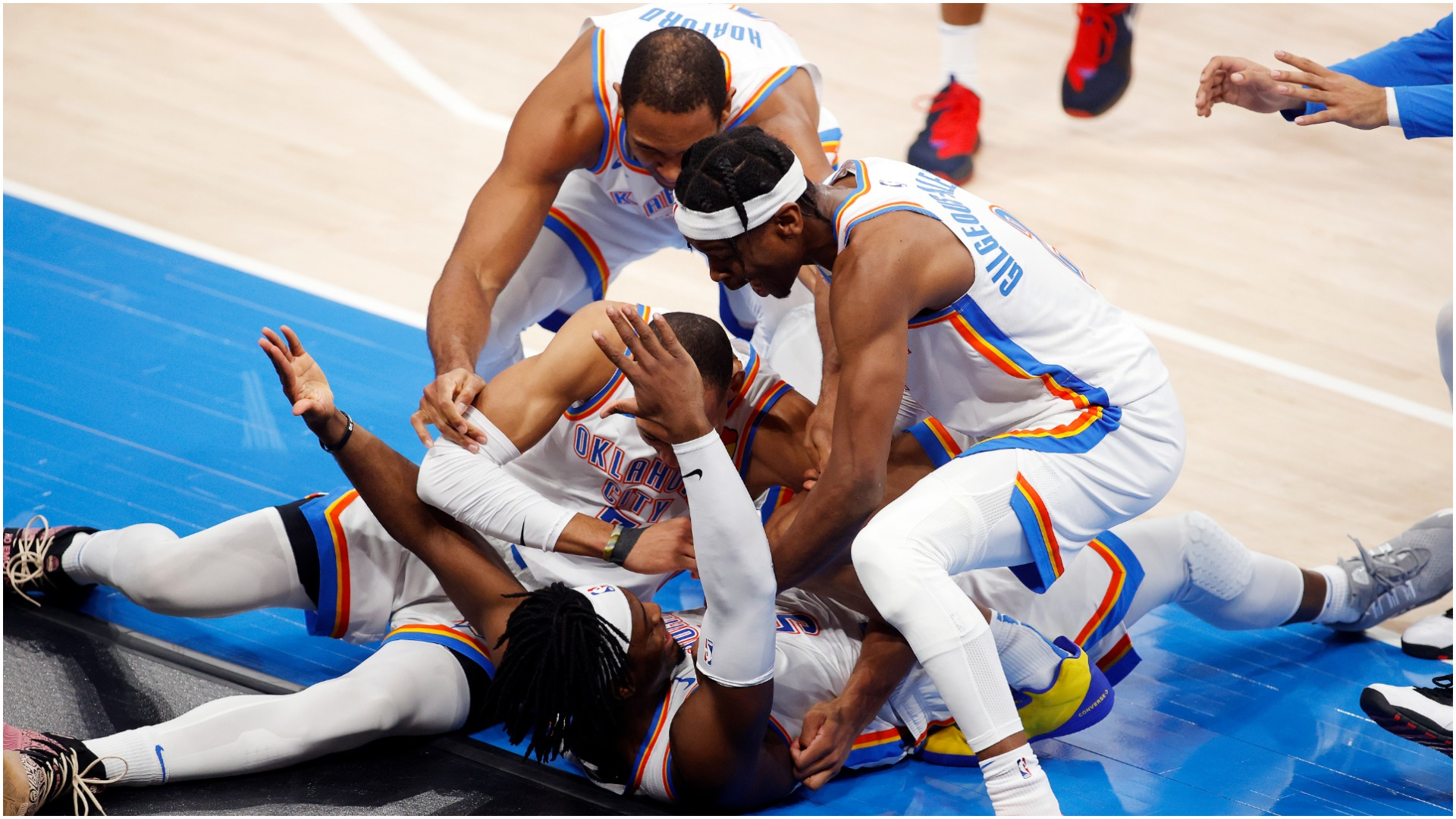 Dort matches Durant and Westbrook as Thunder roll past Spurs