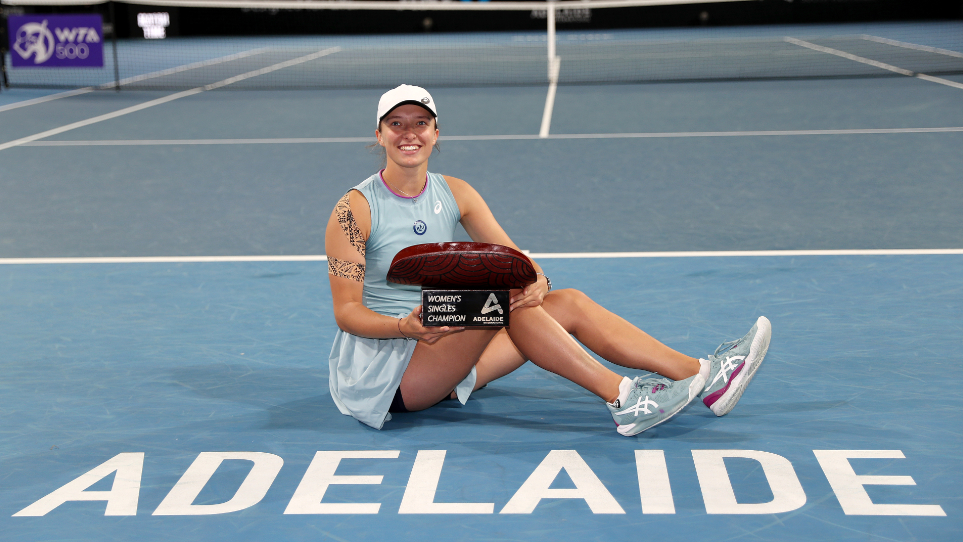 Swiatek soars to Adelaide title as French Open champion wins again