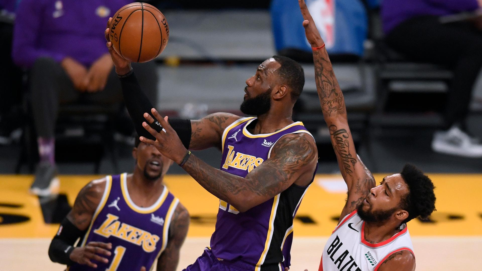 LeBron helps Lakers snap losing streak, Butler stars as Heat beat Jazz
