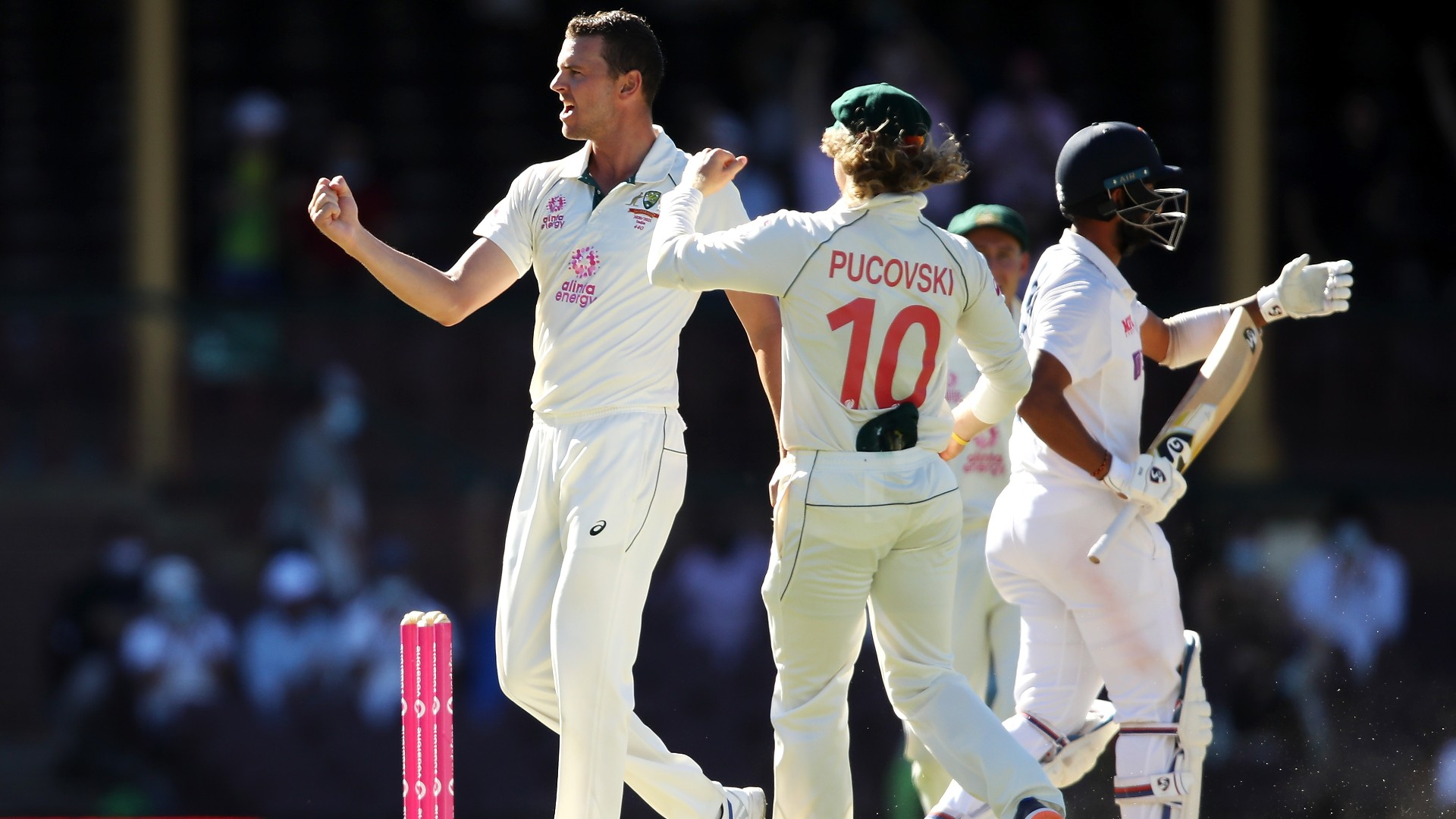 Australia quicks dent India's chances as hosts finish day four on top