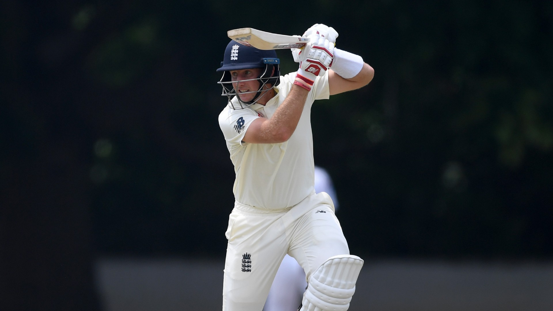 Root dominates Sri Lanka as England tighten grip