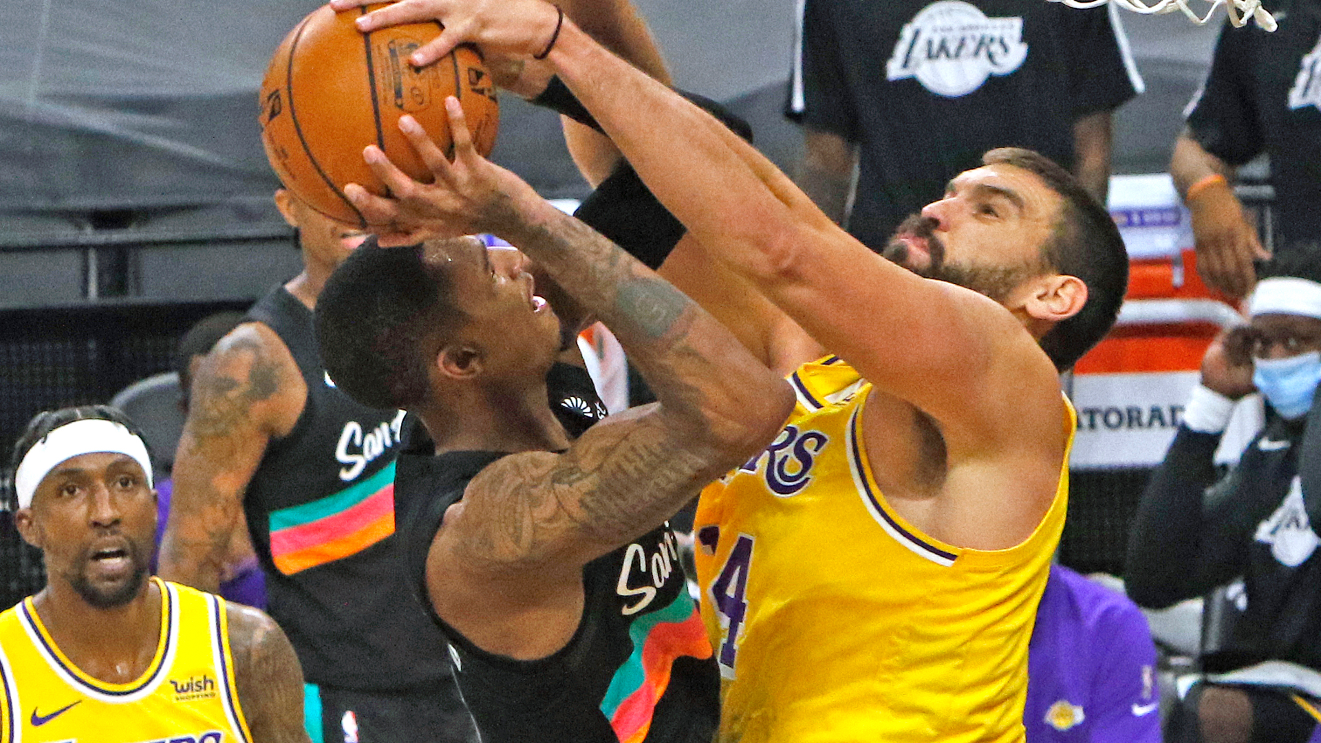LeBron keen to see Gasol more involved for Lakers
