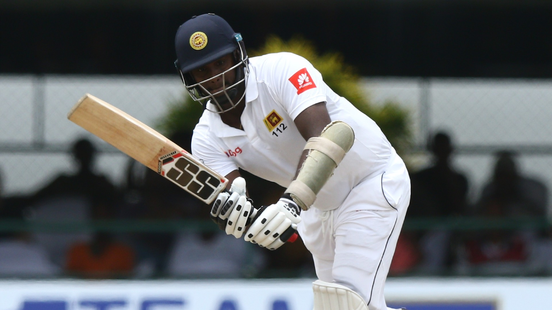 Mathews steadies Sri Lanka with chanceless century