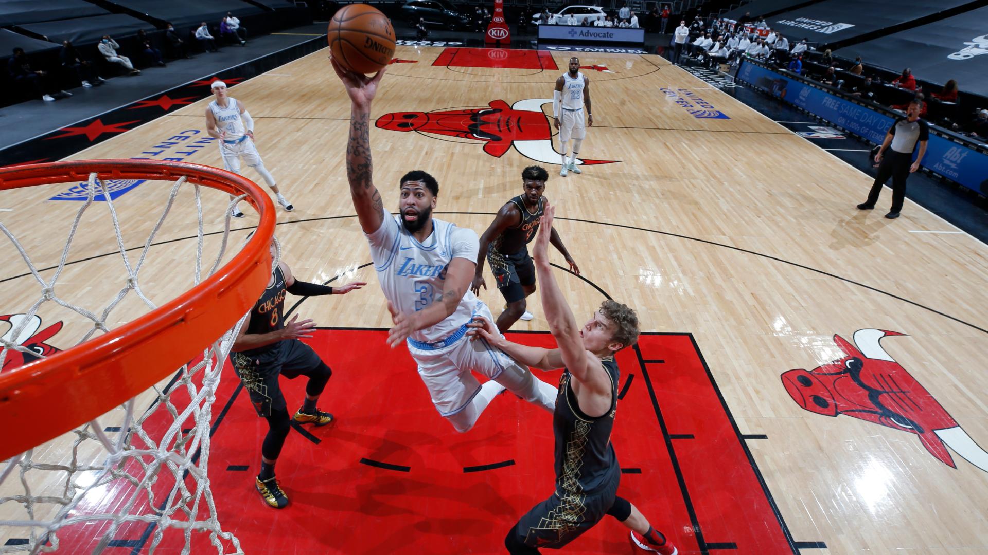 Davis stars as Lakers win on the road again, Nets edge Heat