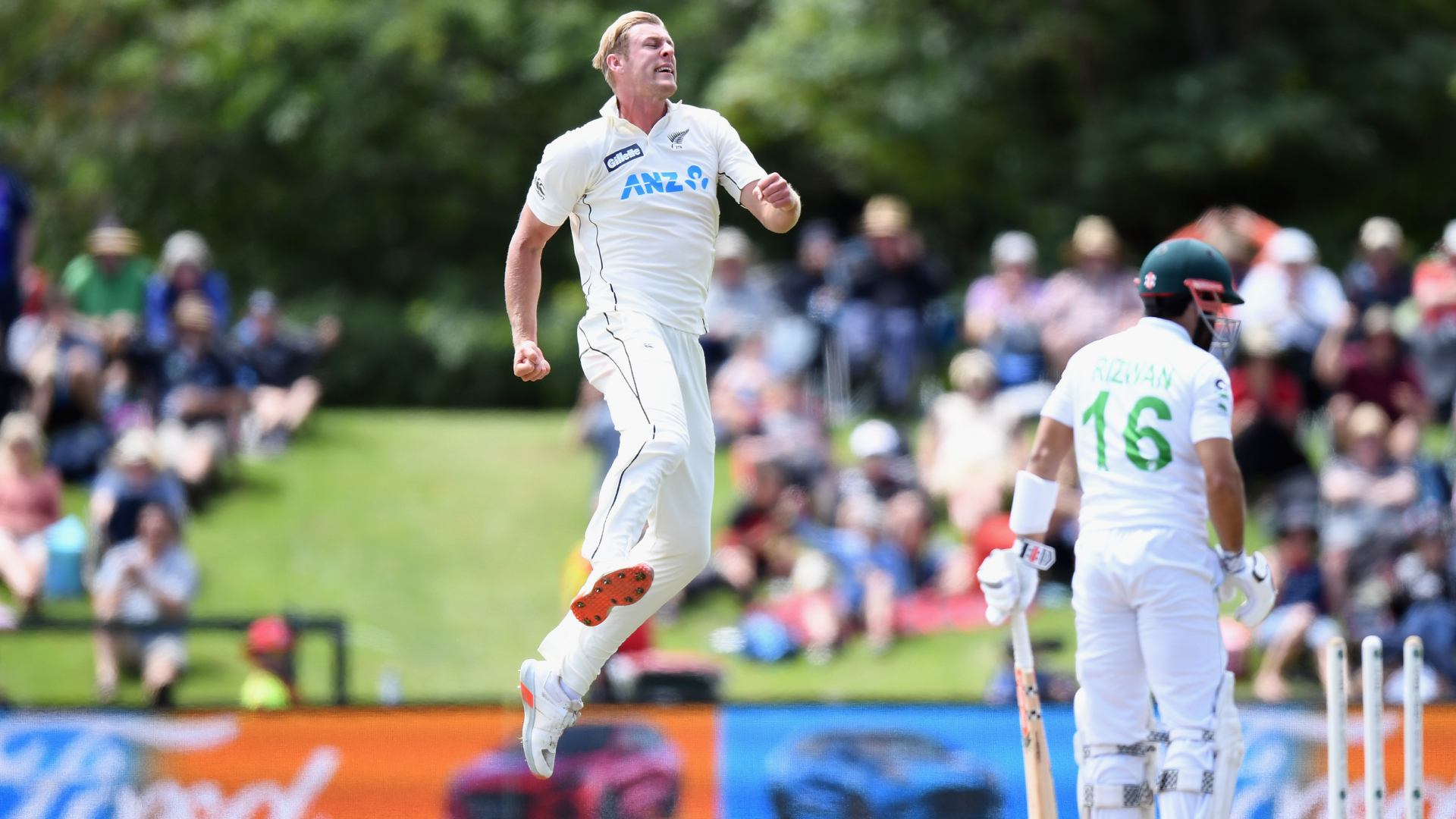Jamieson shines as New Zealand thrash Pakistan to go top of rankings