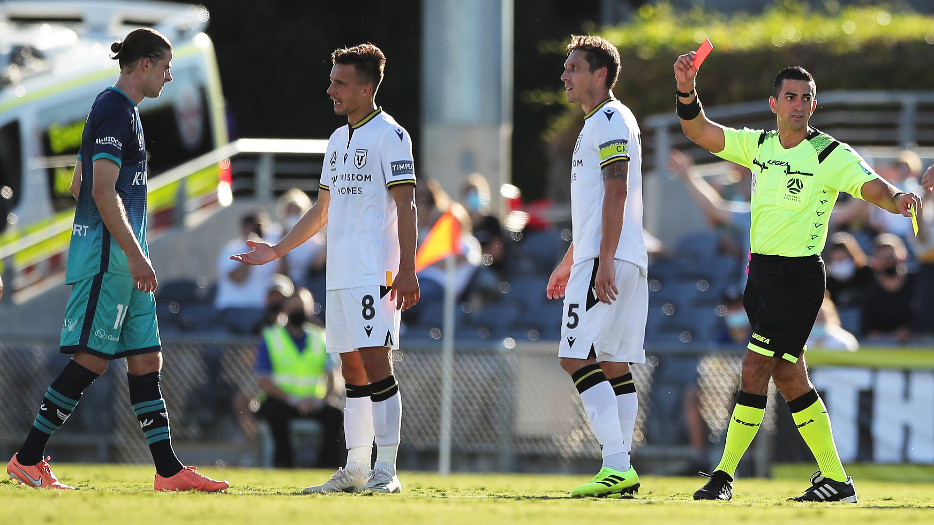 Macarthur 1-1 Wellington Phoenix: Rufer controversially sent off in draw