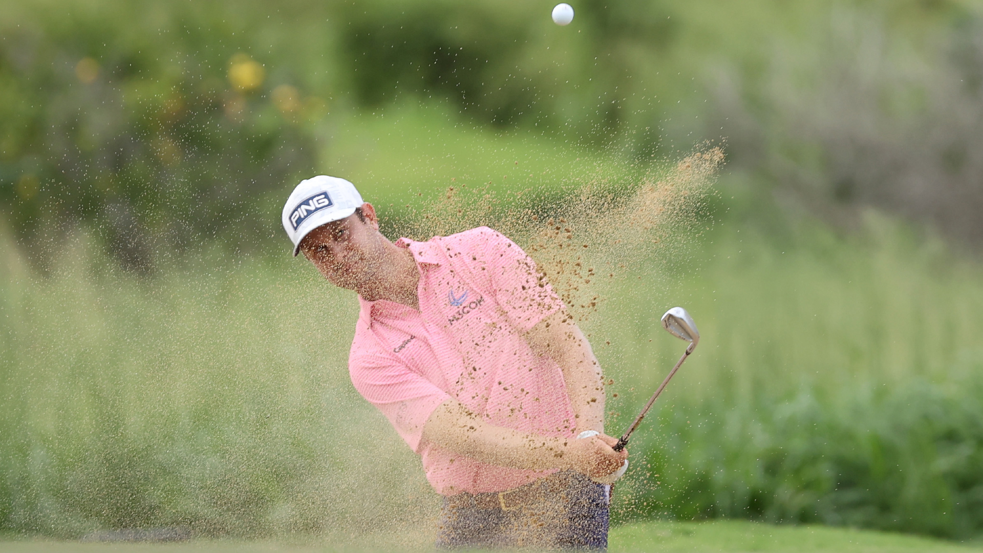 English pulls clear as Johnson, Rahm charge into contention