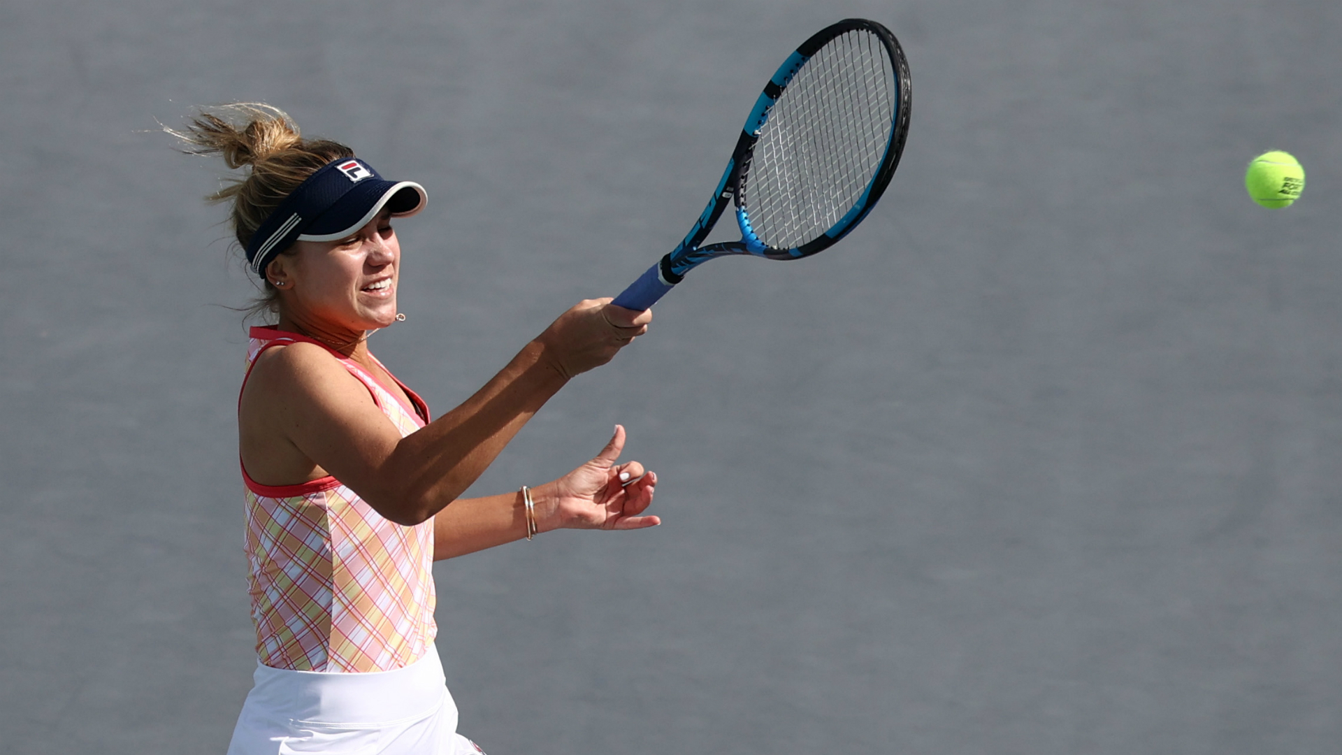 Kenin survives Flipkens scare in Abu Dhabi as Belgian suffers ankle blow