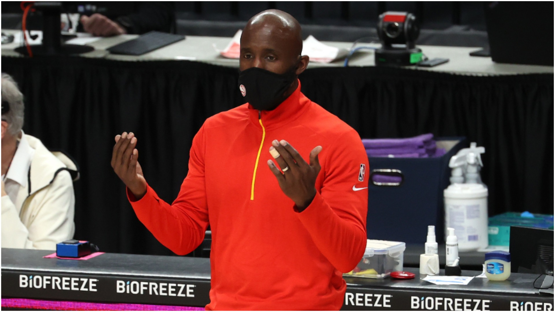 Struggling Hawks announce departure of head coach Pierce