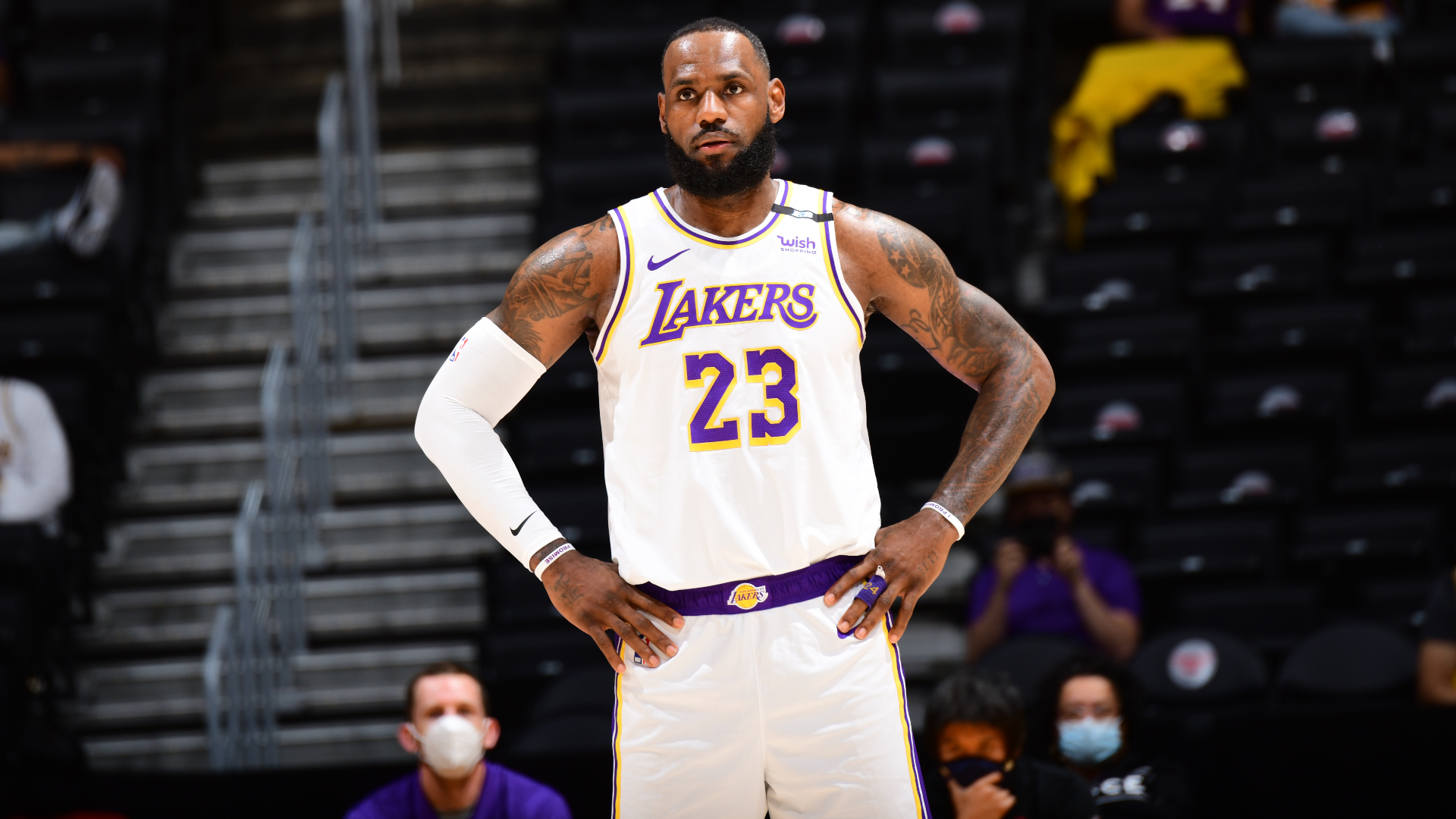 Lakers lose again with LeBron ankle worry, Giannis outduels Durant in Bucks-Nets battle
